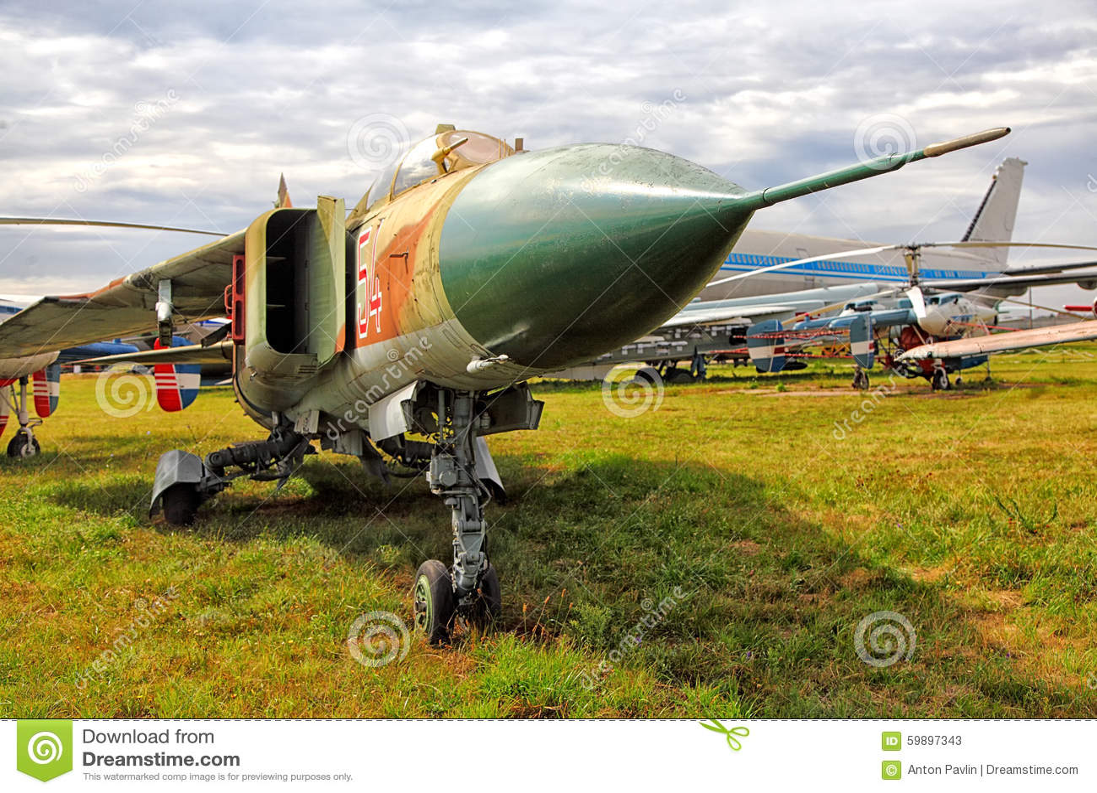 Militärflächen im Zustands-Luftfahrt-Museum Kiew 2015