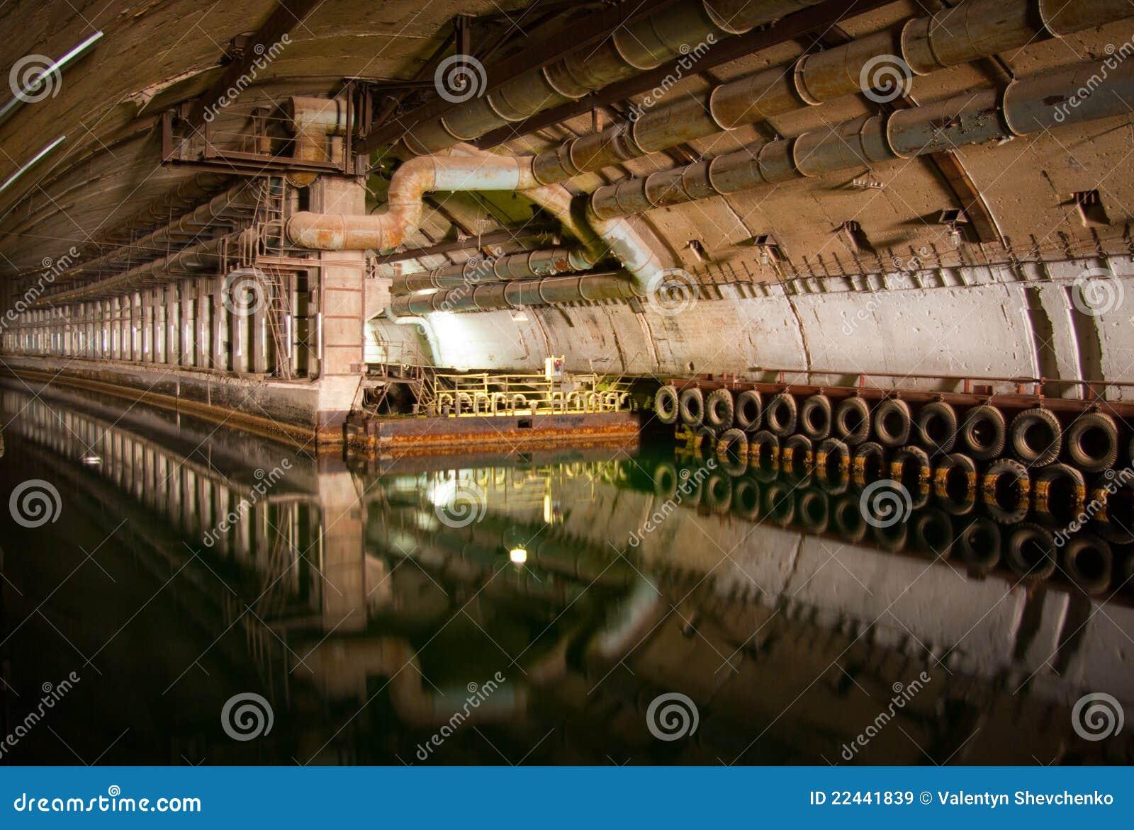 Militär reparationsubåt för dockage