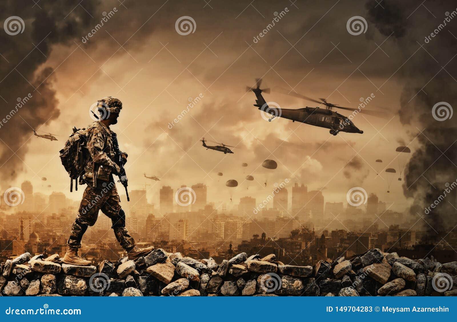 Militaire helikopter en krachten in vernietigde stad