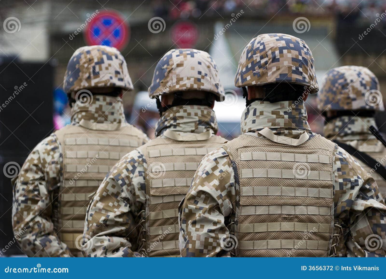 Militairen bij de Militaire parade