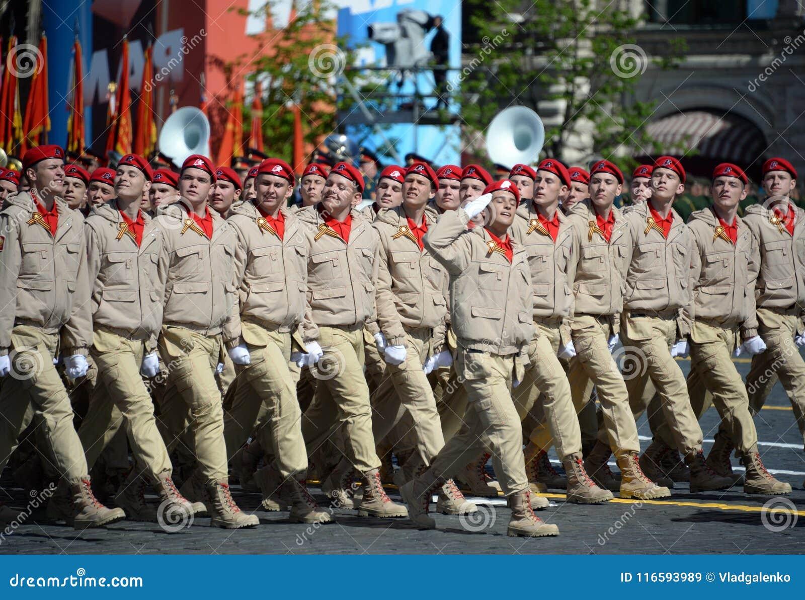 Militar-patriótico totalmente ruso de Yunarmiya del ` del movimiento de  Yunarmeytsy en Plaza e13e72b8799