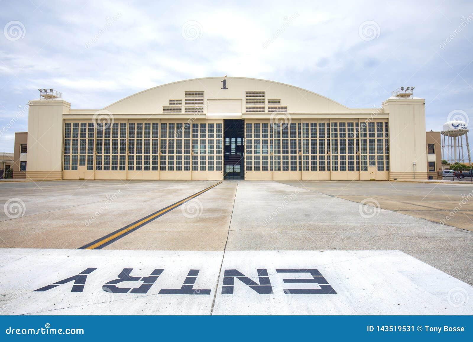 Militarny hangar