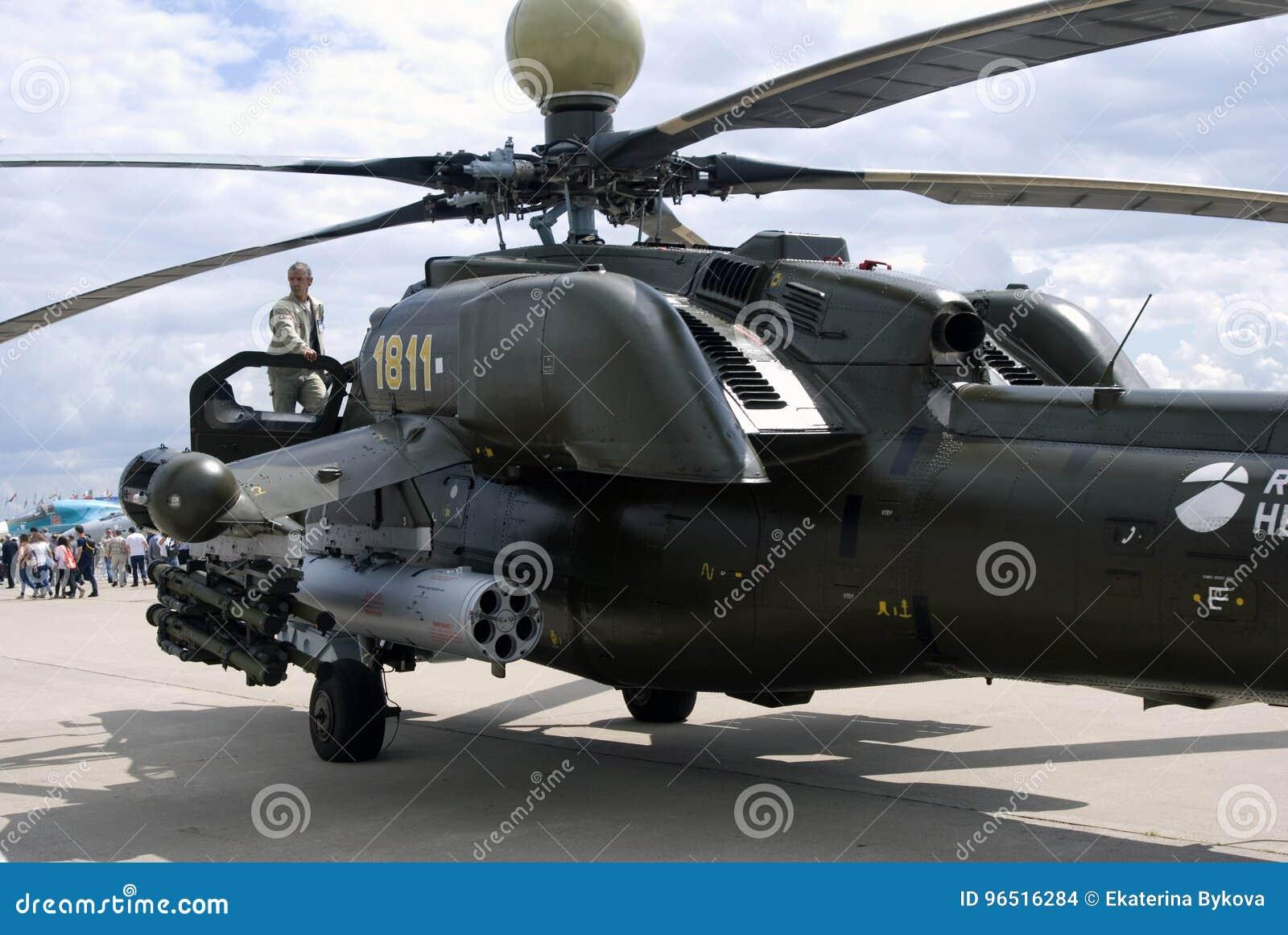 Militarny helikopter przy MAKS Międzynarodowym Kosmicznym salonem MAKS-2017