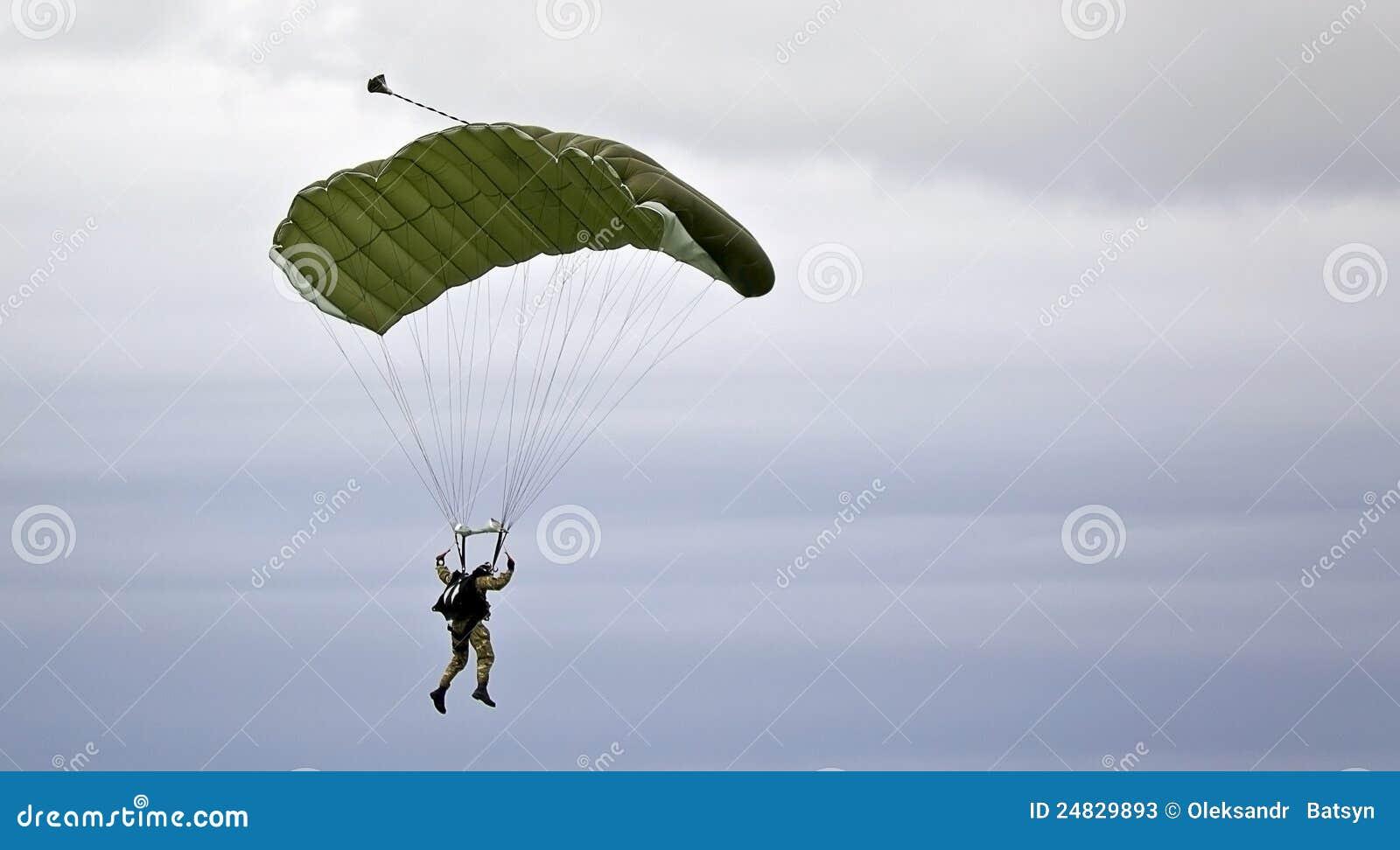 Militarny parachutist