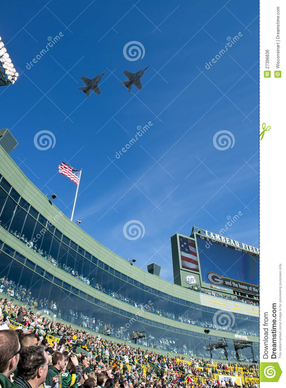 Patriotism >> Military Flyover, Lambeau Field, Green Bay Packers Editorial Photo - Image: 27396636