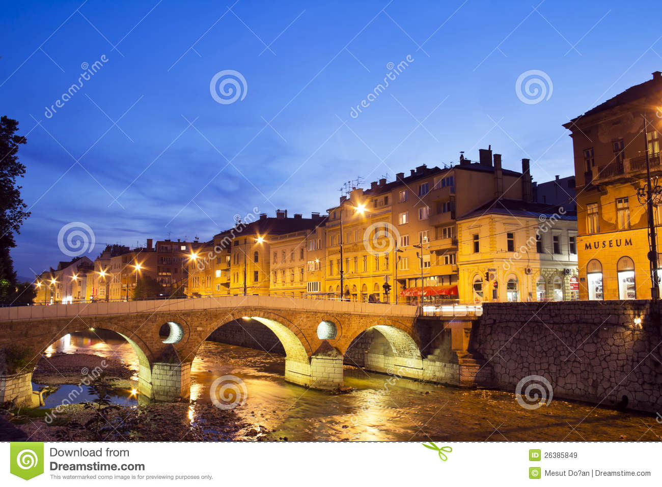 miljacka fluss in sarajevo die hauptstadt von bos stockbild bild von herzegovina fr hling. Black Bedroom Furniture Sets. Home Design Ideas
