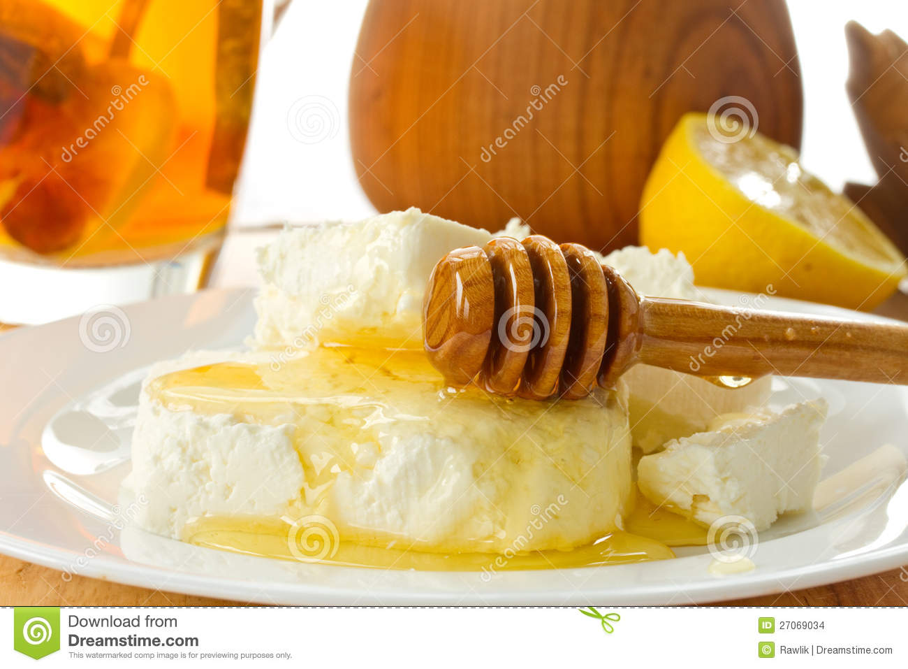 Milk cottage cheese with honey