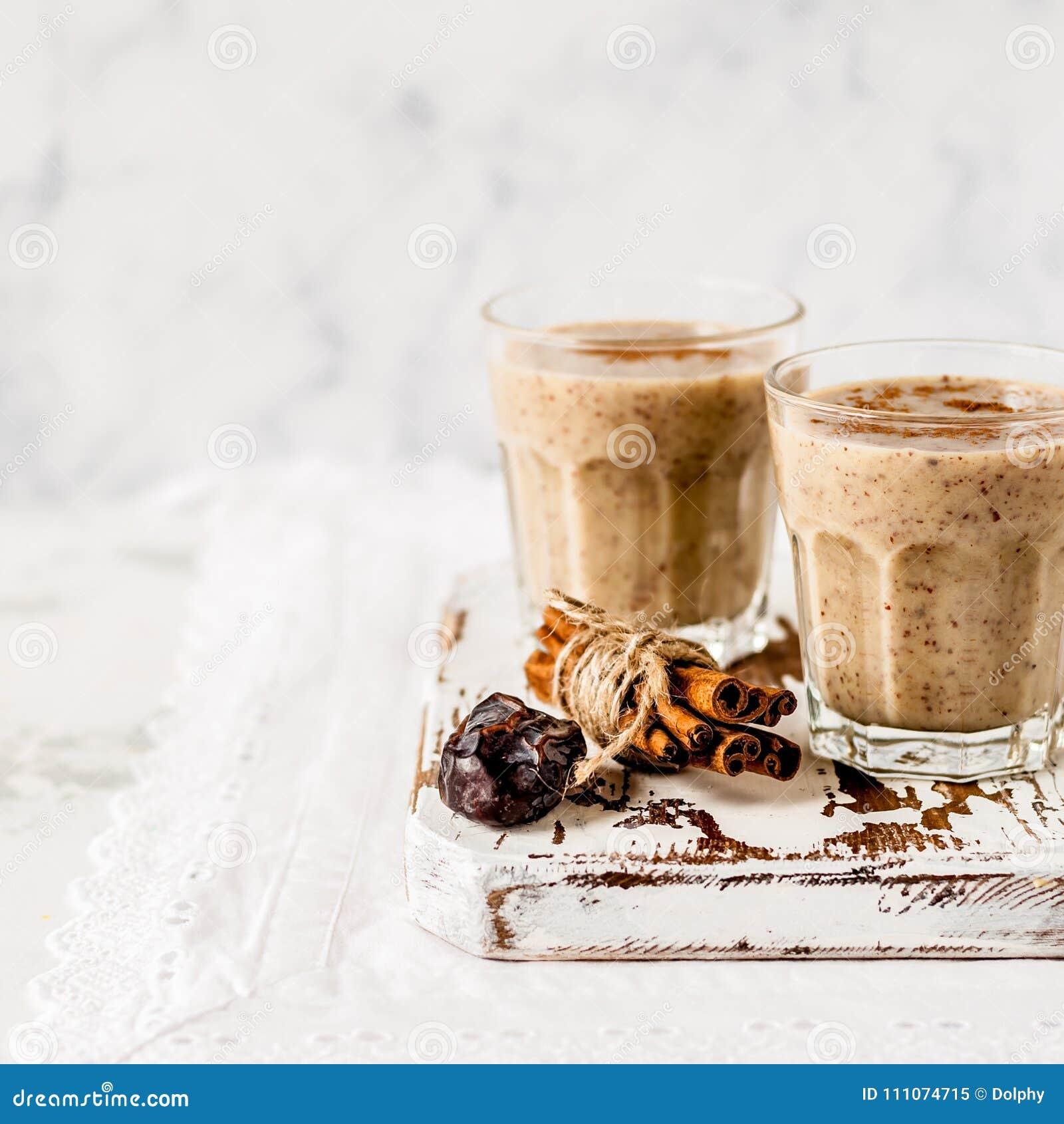 Milk shake da data com canela