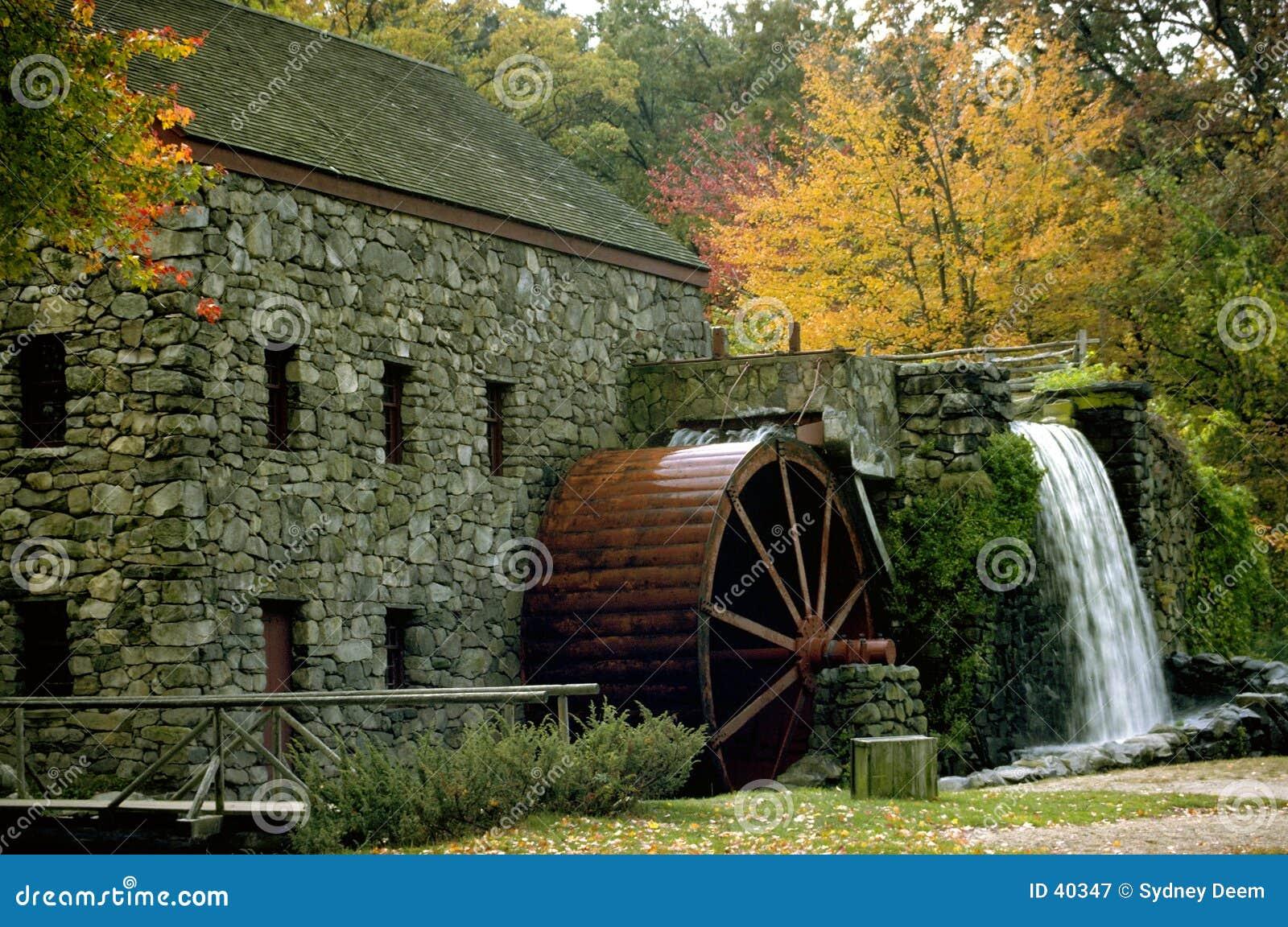 Mill jesienią