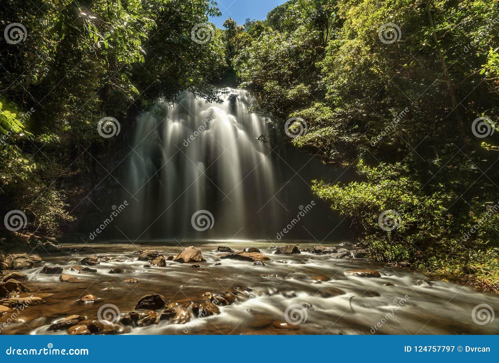 Milla Nilla Falls em Queensland, Austrália
