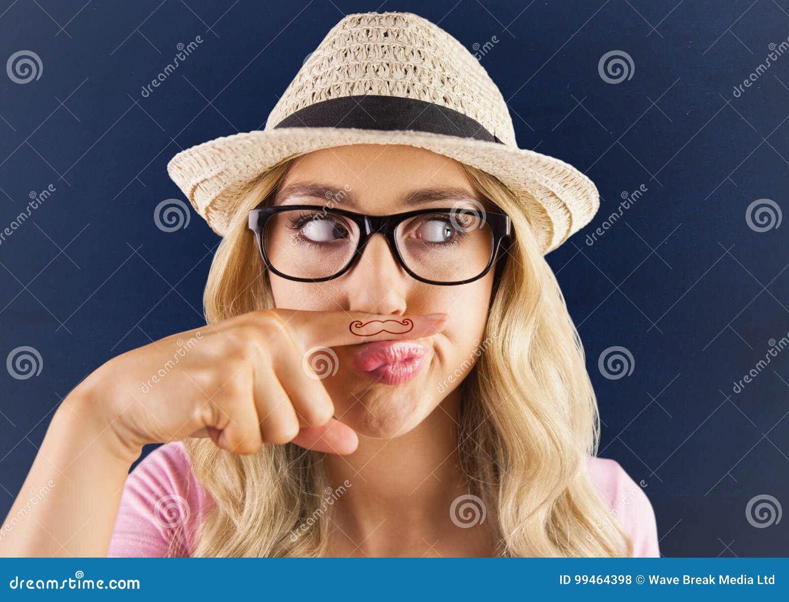 Millennials-Mädchen Mit Dem Schnurrbart Gezeichnet Auf Finger Gegen ...