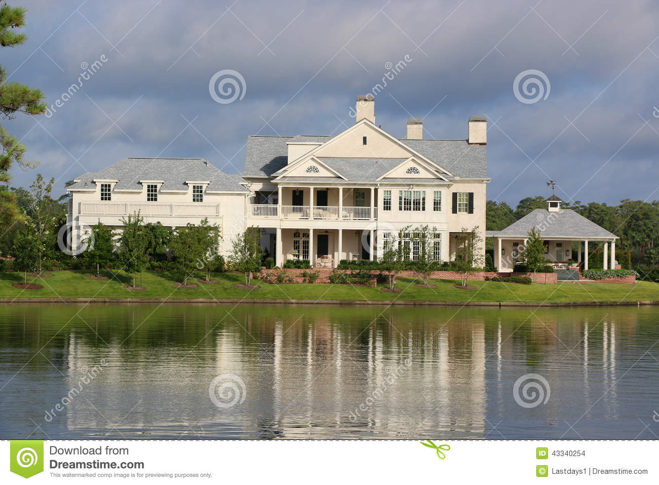 Lake front 5 million dollar home stock photo image 43340254 for Beautiful million dollar homes