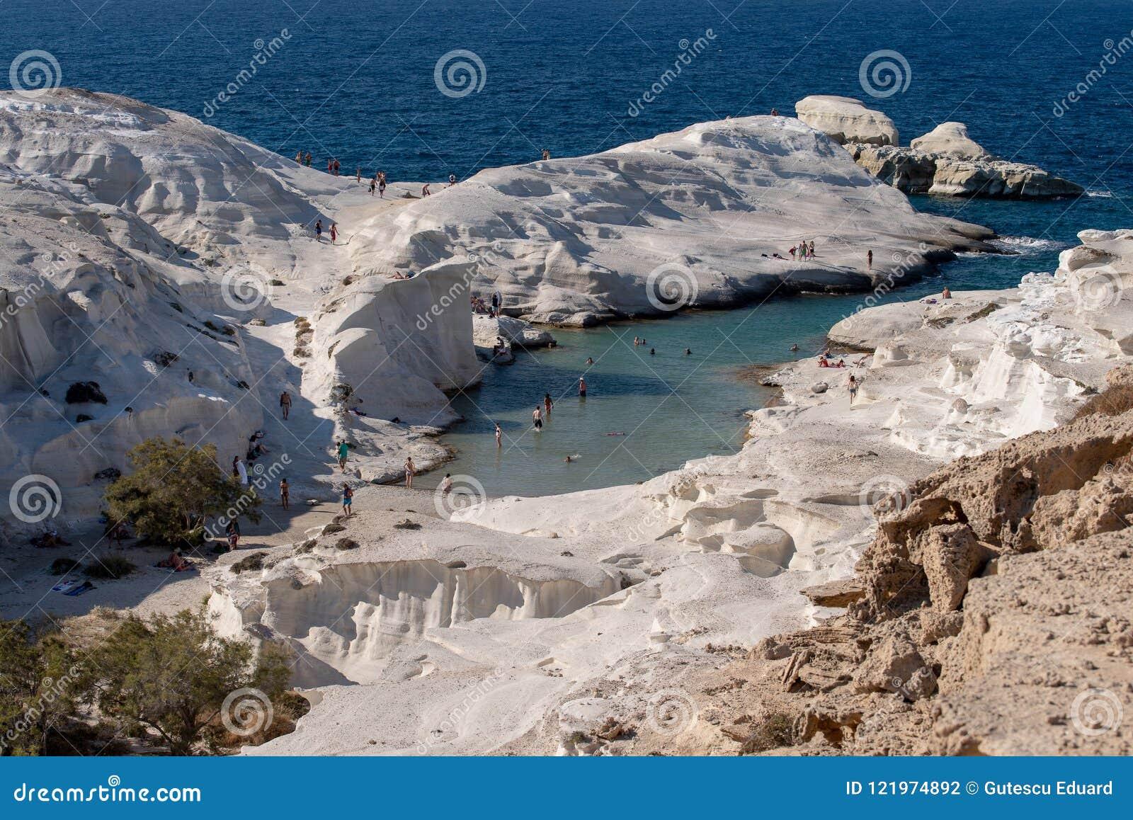 MilosöGrekland detalj av den Sarakiniko stranden i sommartid