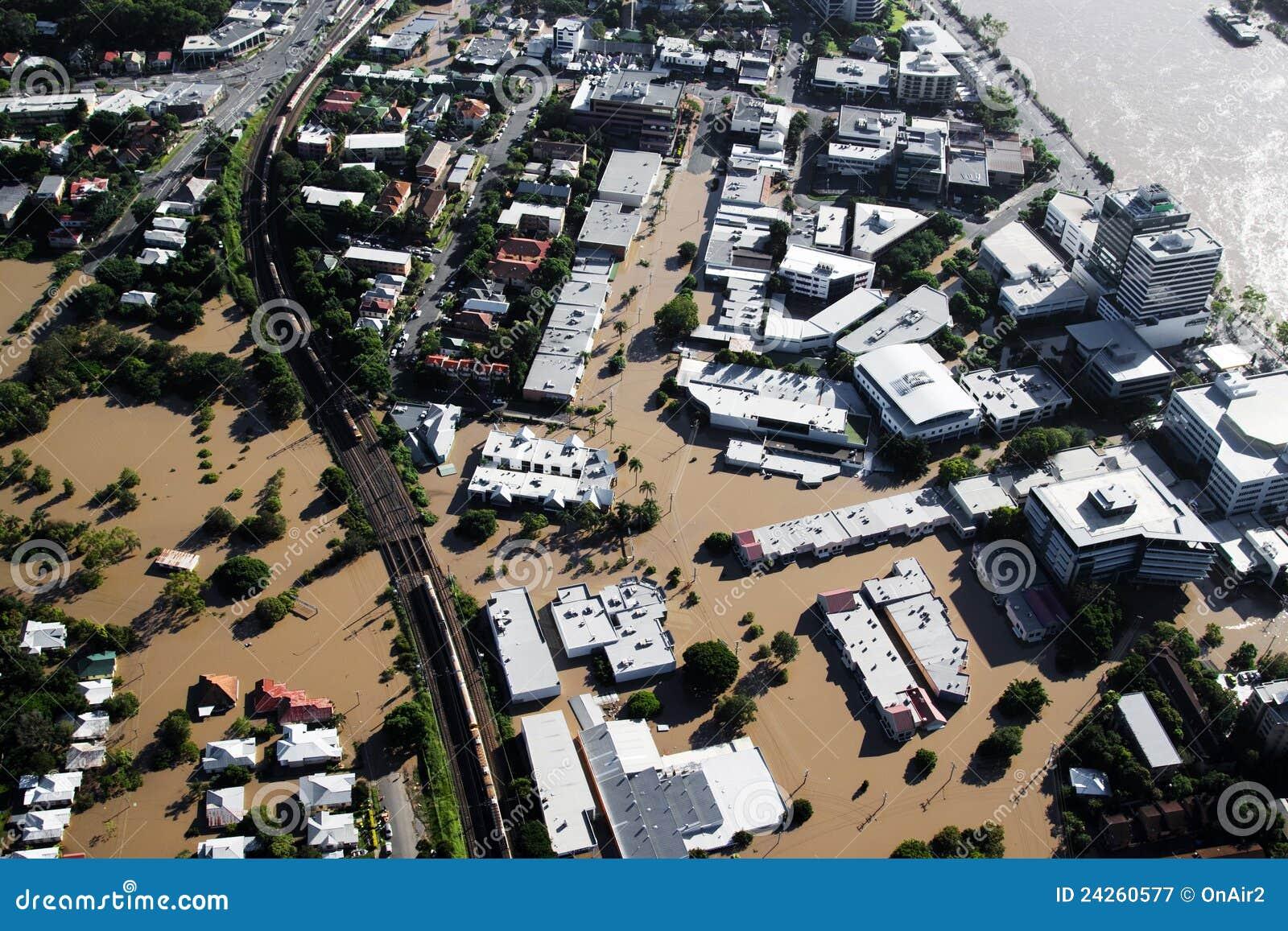 Milt da opinião aérea de janeiro 2011 da inundação do rio de Brisbane