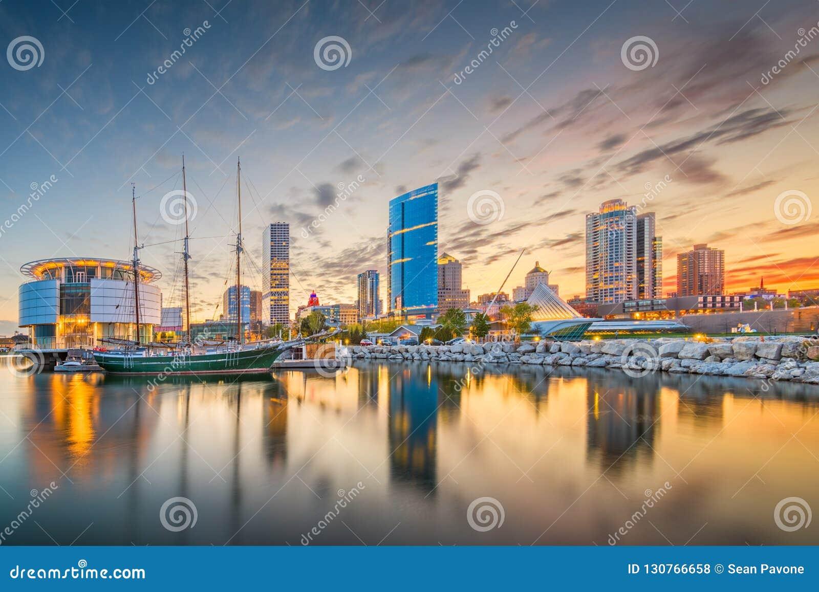 Milwaukee, Wisconsin, USA downtown city skyline on Lake Michigan