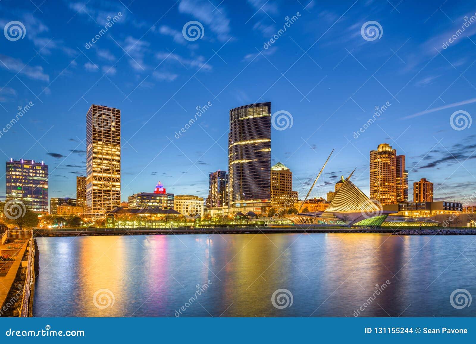 Milwaukee Wisconsin, USA i stadens centrum stadshorisont på Lake Michigan