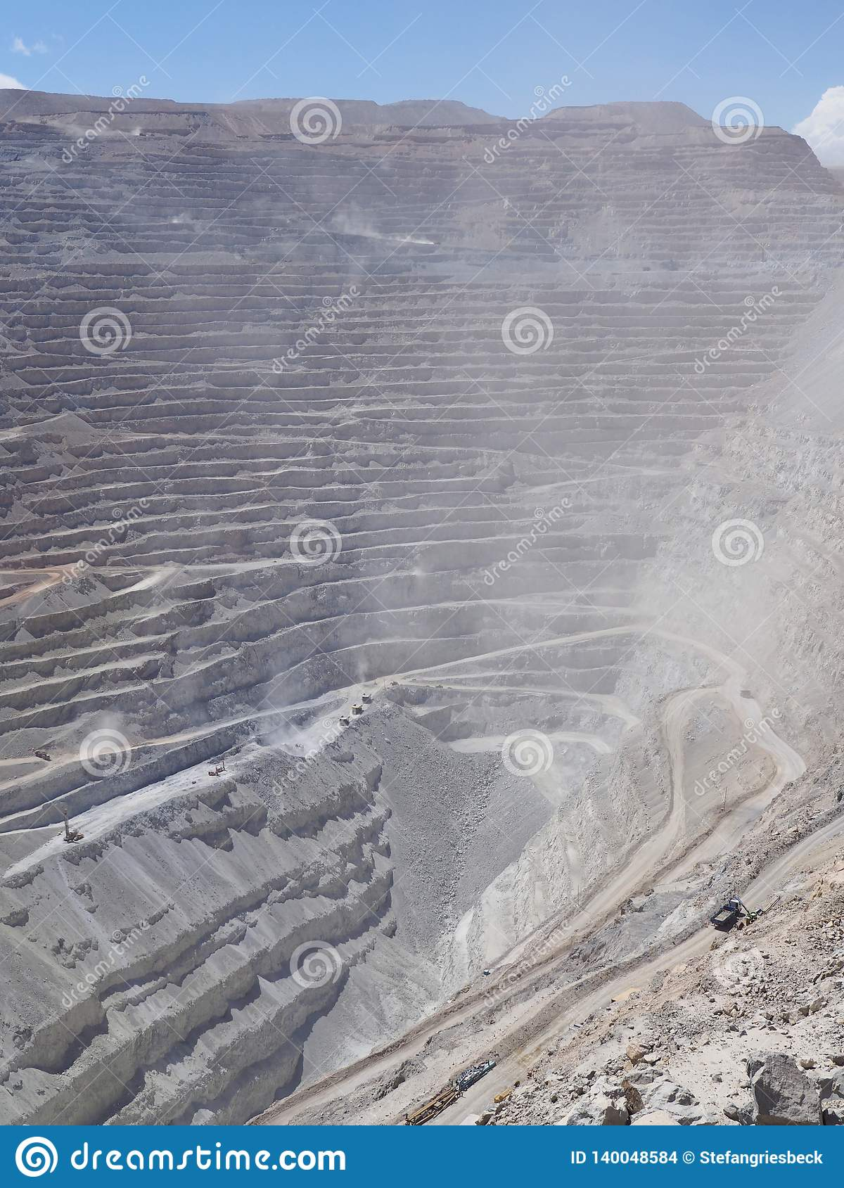 Mina de cobre Chuquicamata de poço aberto no Chile