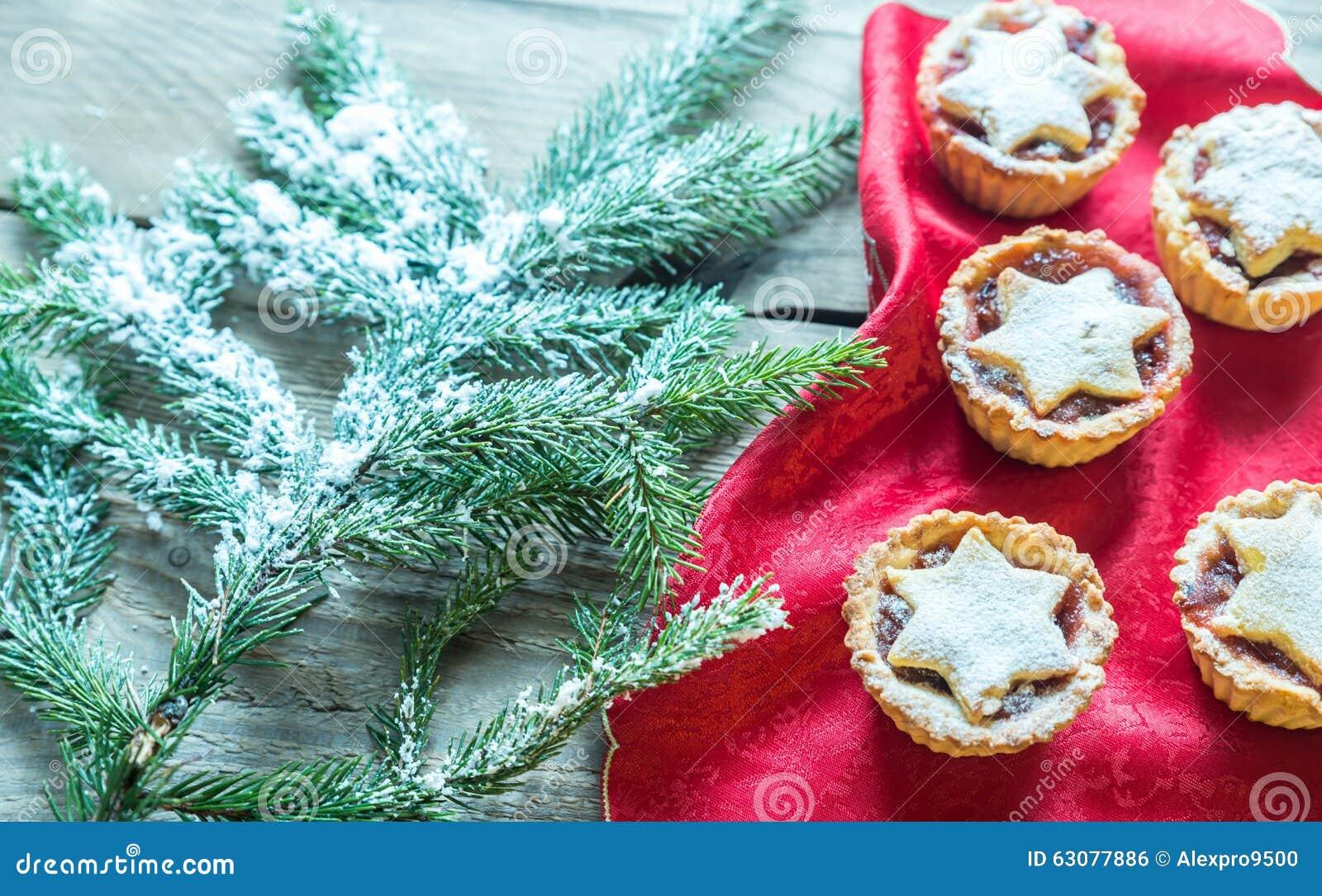 Download Minces Pies Avec La Branche D'arbre De Noël Photo stock - Image du noël, fruit: 63077886
