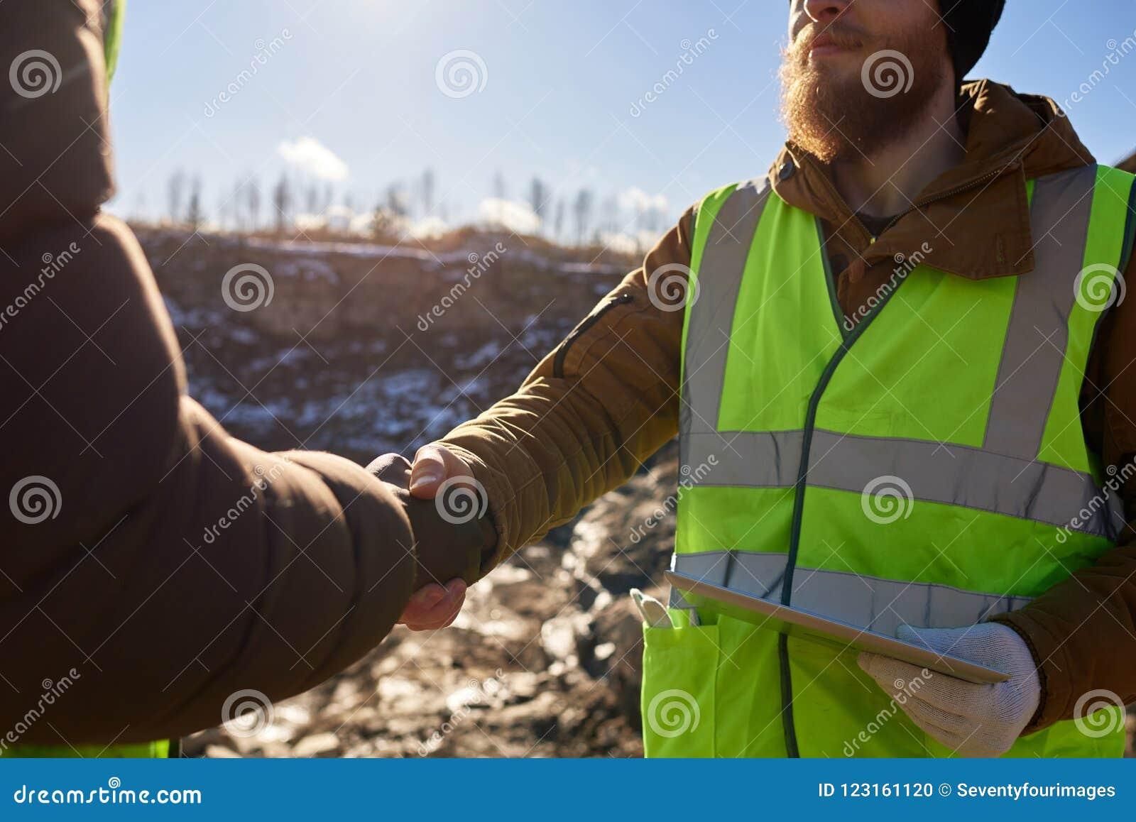 Mineiro Shaking Hands com contramestre
