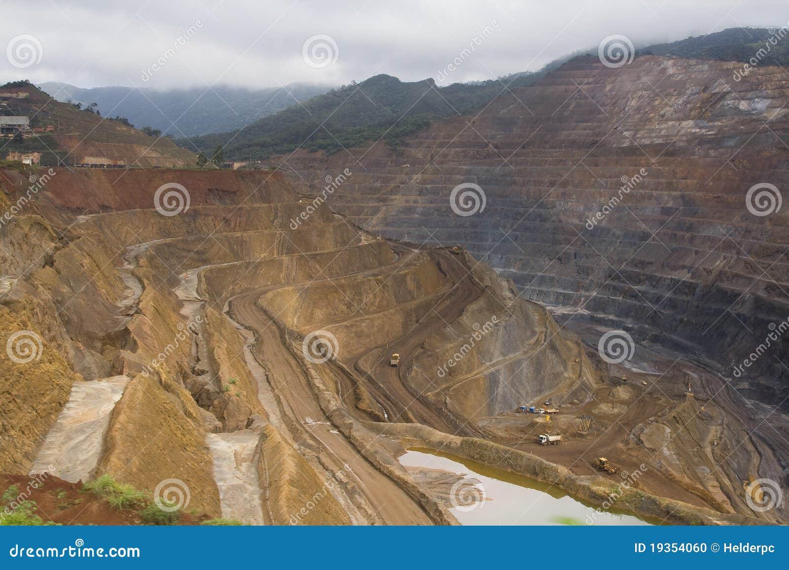 Mineração do minério
