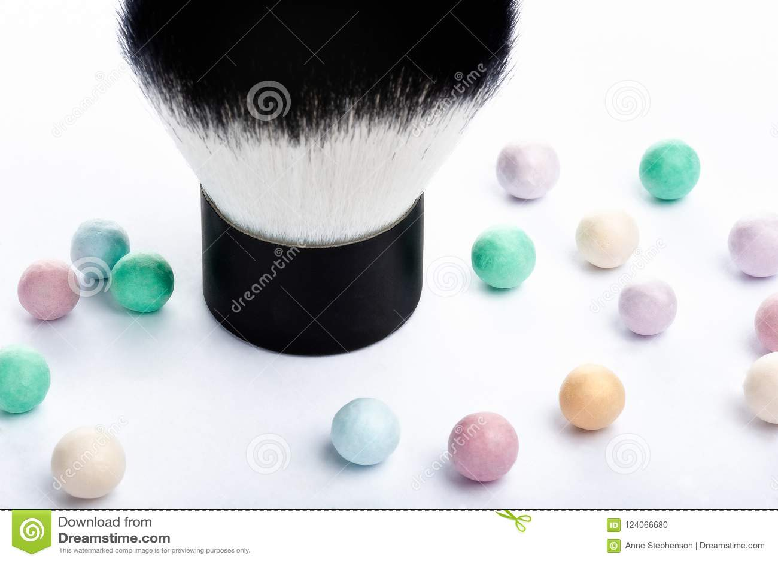 Mineral Powder Pearls And Kabuki Makeup Brush Up Close View Stock - Kabuki-makeup