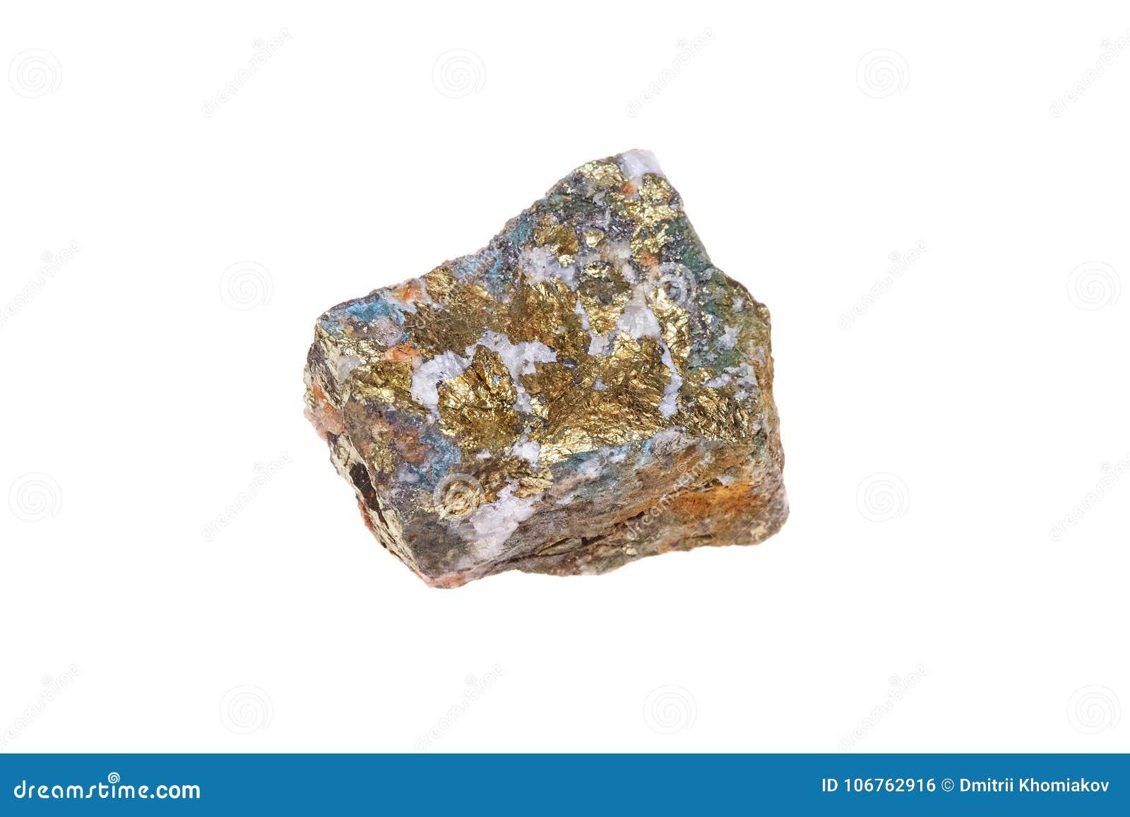 Mineralisk sten för Chalcopyrite som isoleras på vit bakgrund, makro
