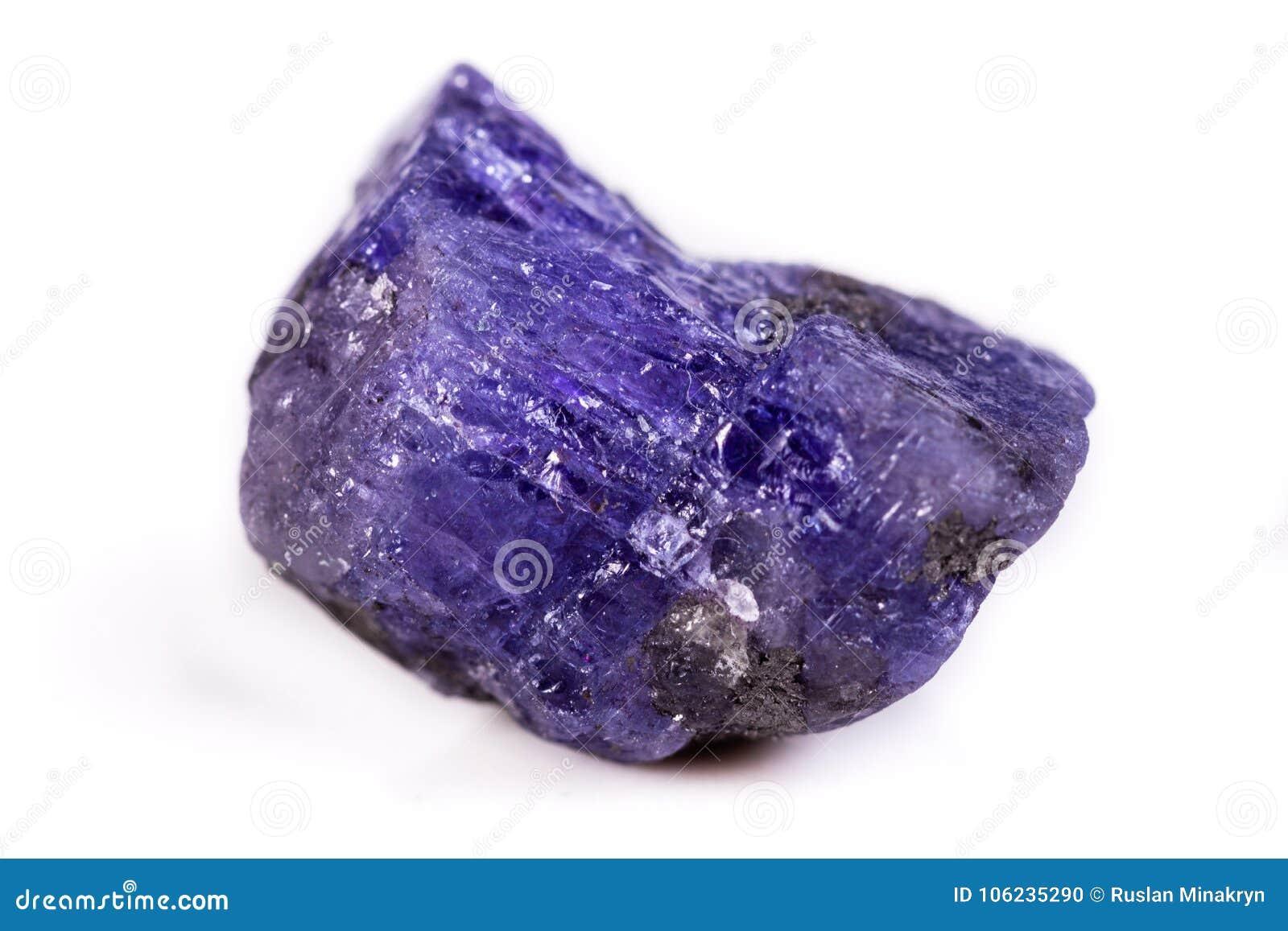 Mineralisk sten Tanzanite för makro på vit bakgrund