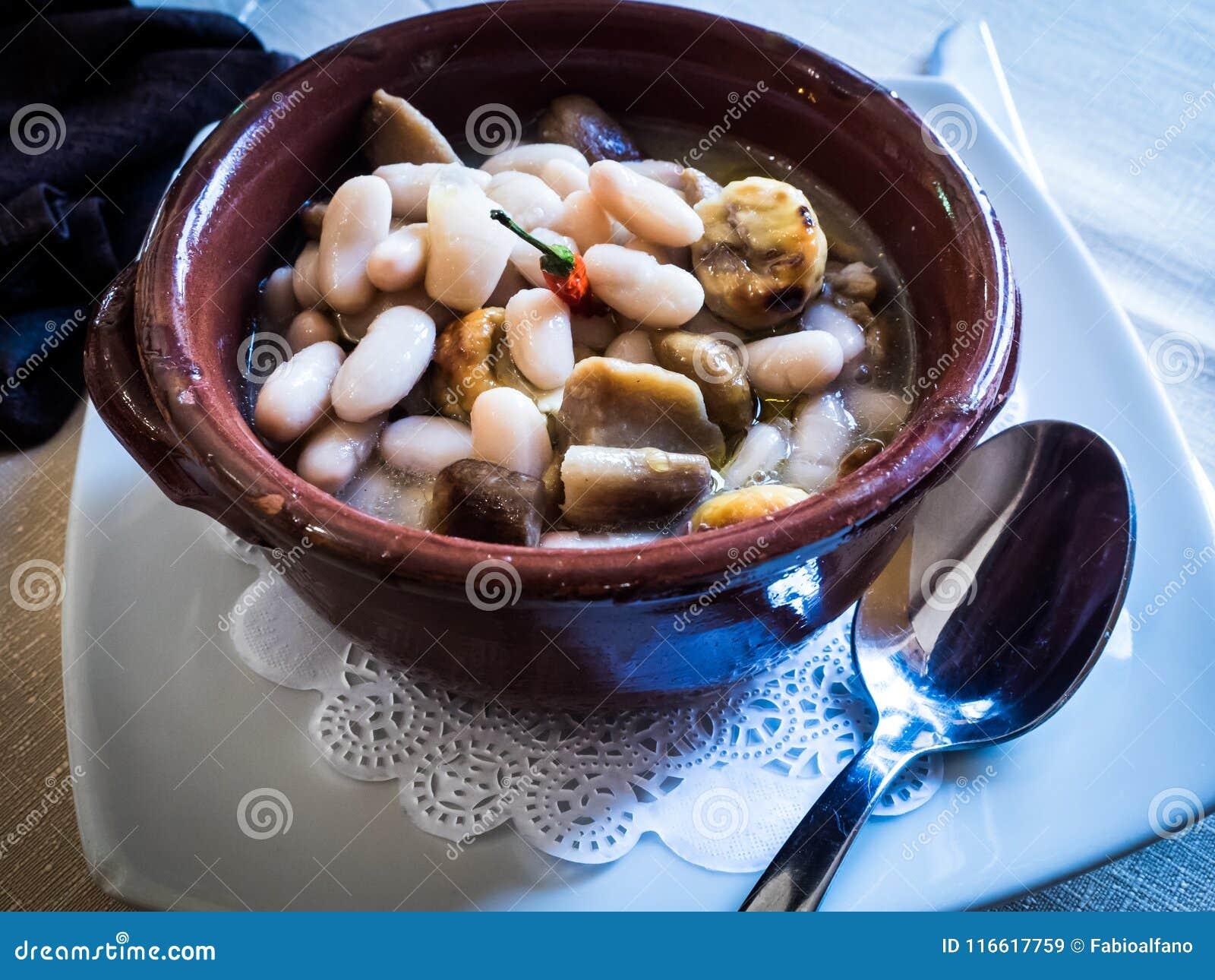 Minestra al forno della castagna e del fagiolo