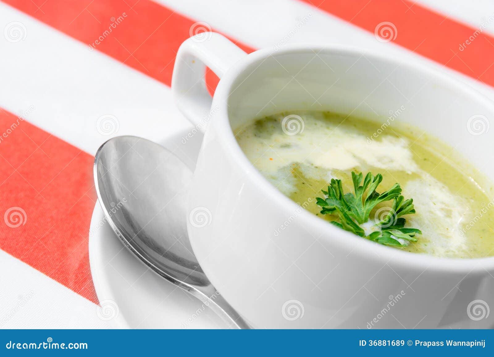 Download Minestra dei broccoli immagine stock. Immagine di sano - 36881689