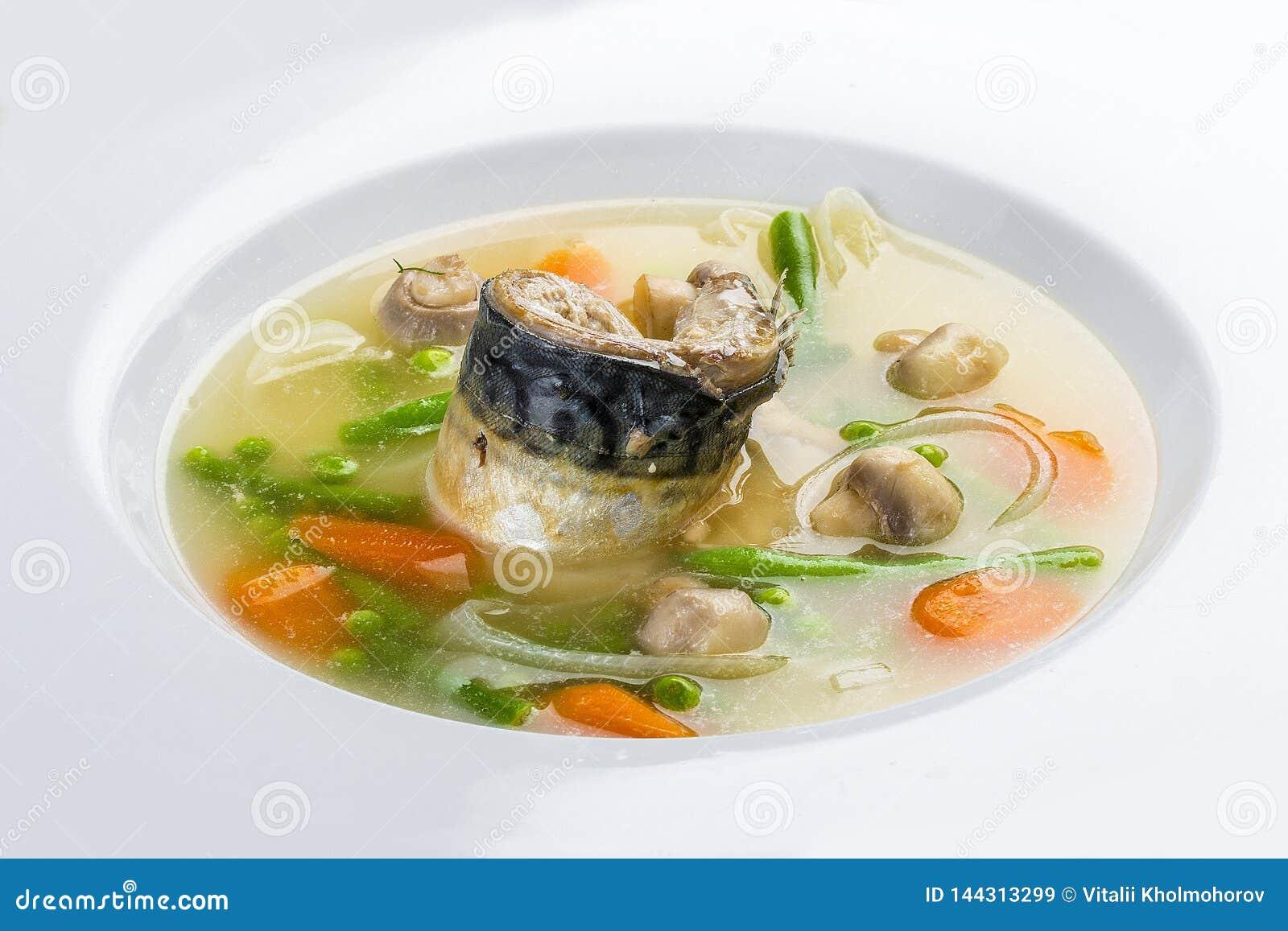 Minestra del pesce con lo sgombro e le verdure