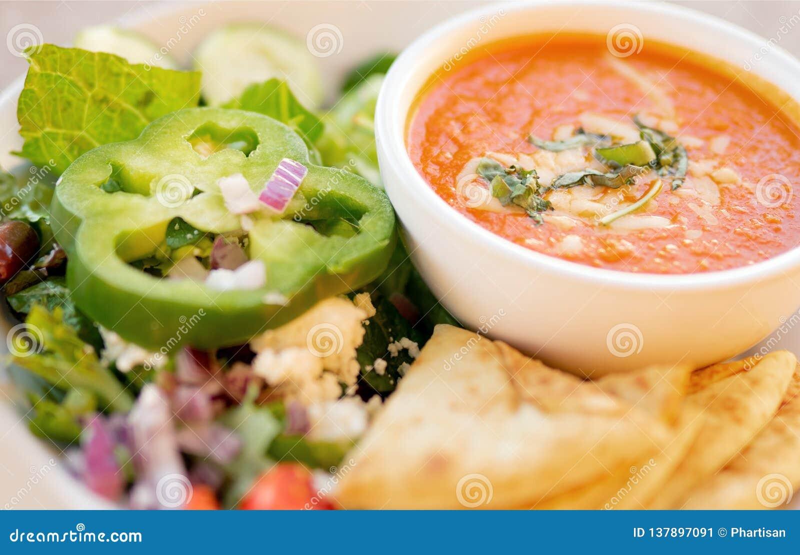 Minestra ed insalata sane, minestra del pomodoro