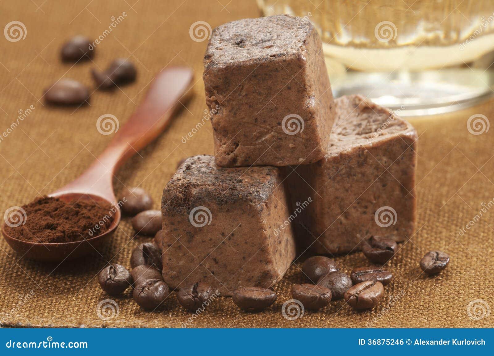 Download Minestra fatta a mano fotografia stock. Immagine di genuino - 36875246
