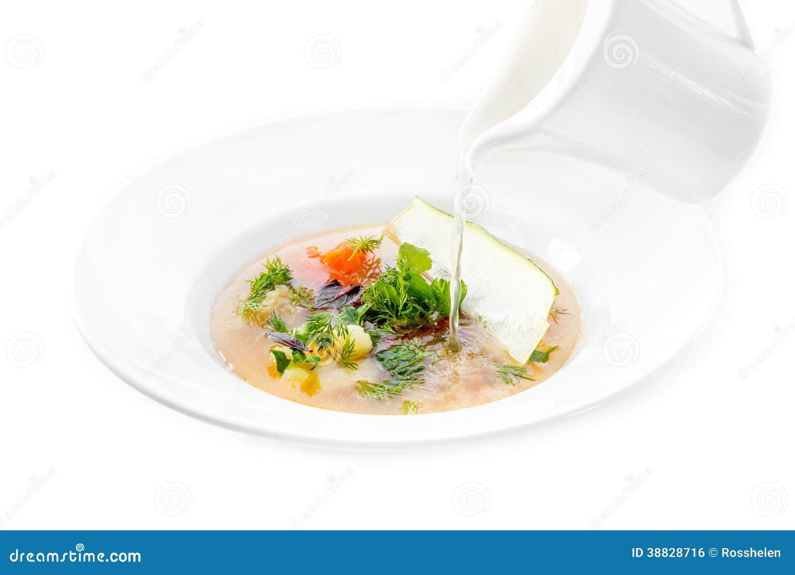 Minestrone de poissons se renversant le bouillon