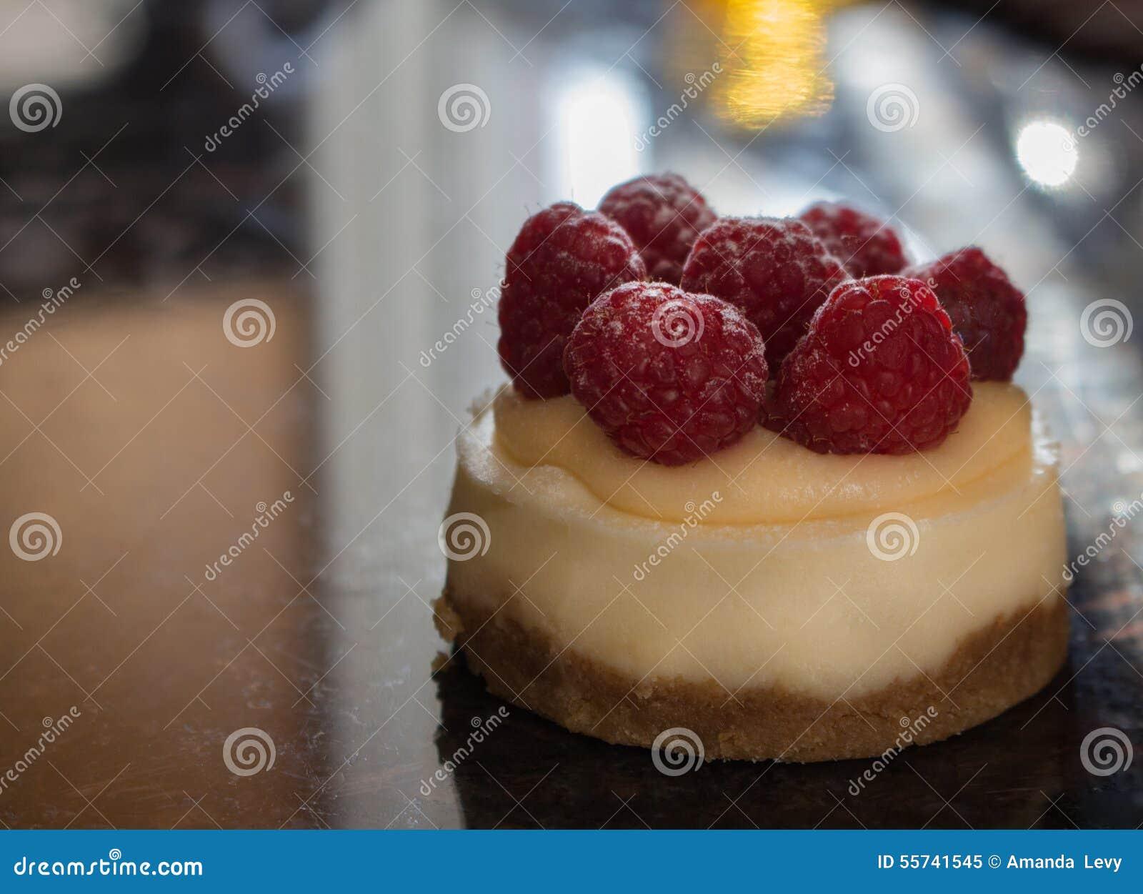 Mini bolo de queijo da framboesa