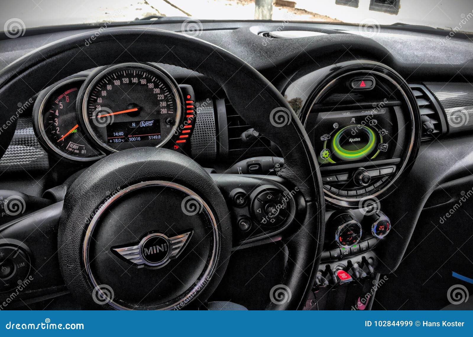 Mini Cooper Wnętrze Obraz Stock Editorial Obraz Złożonej Z Guziki