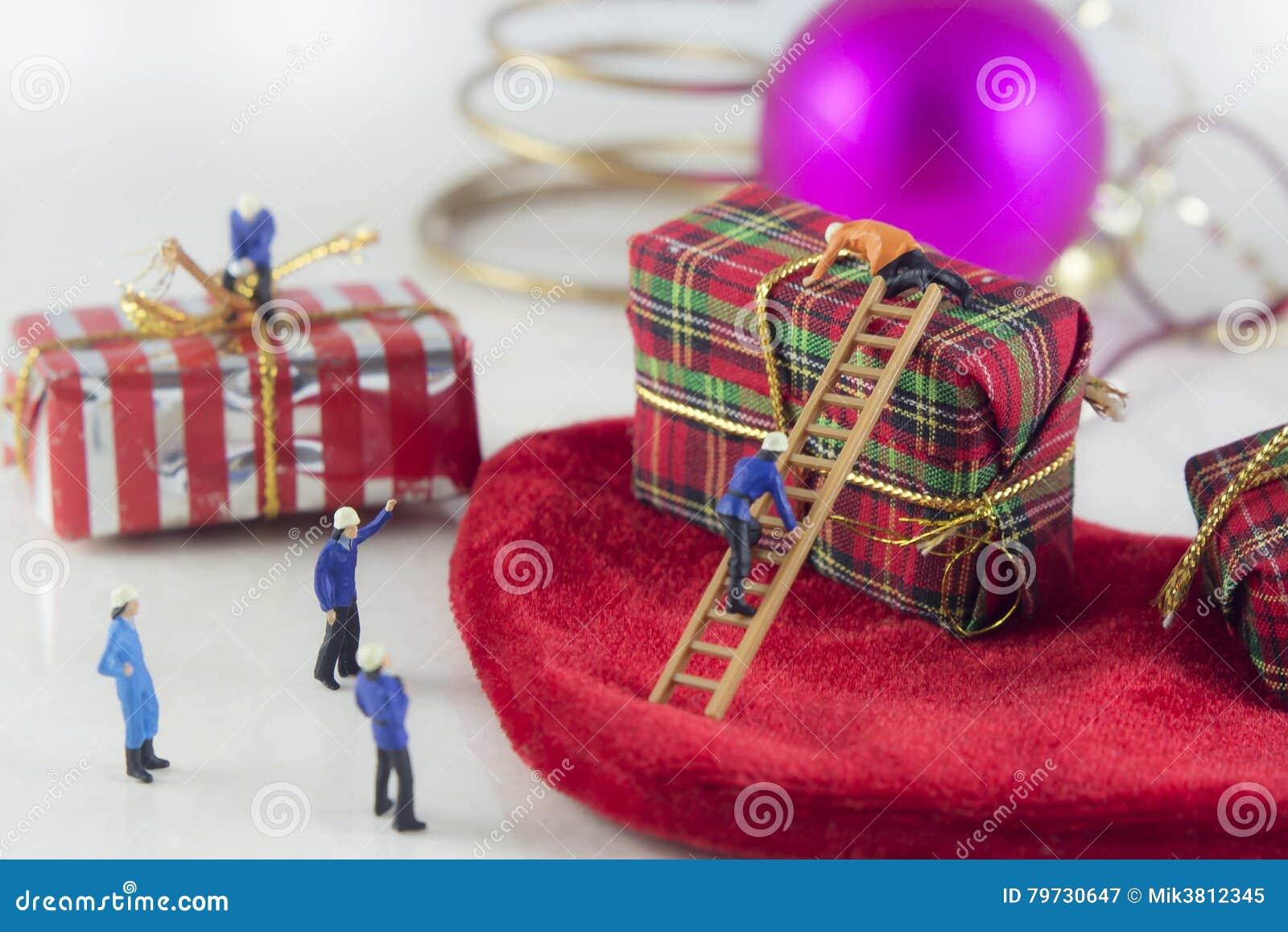 Mini gente y regalos