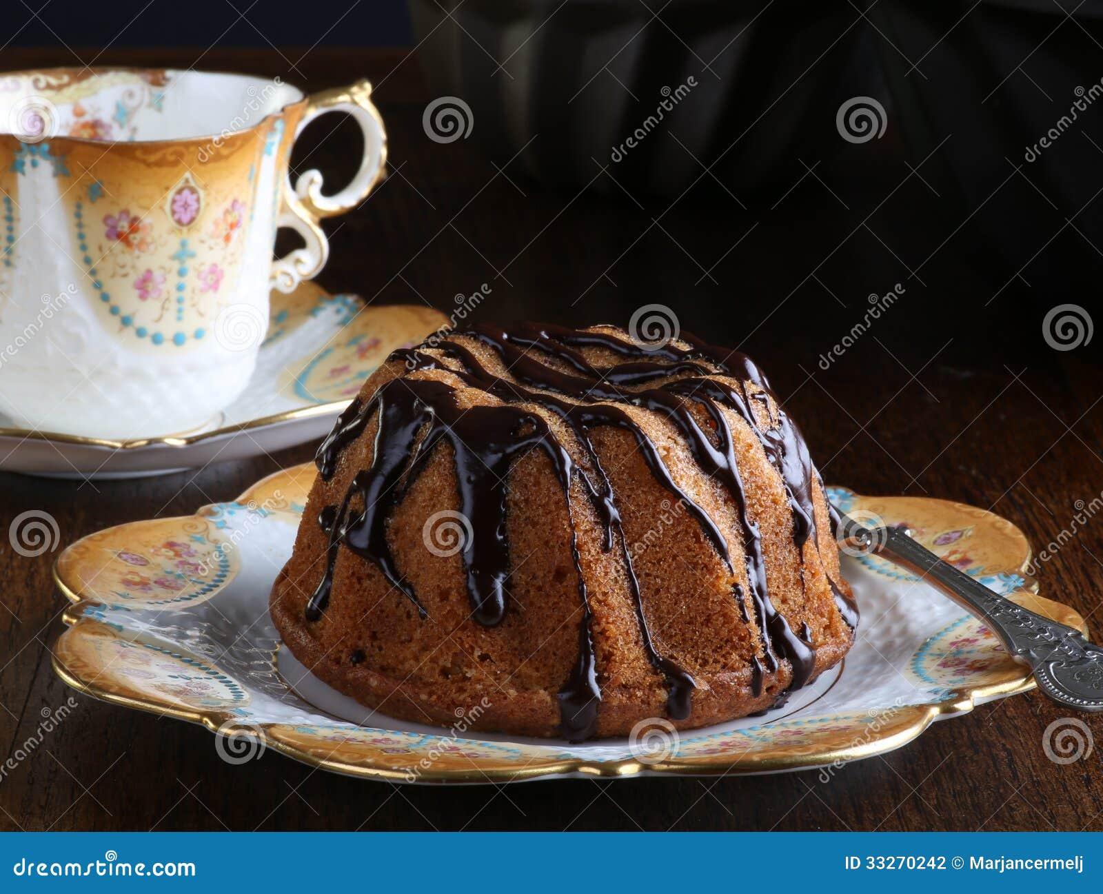Mini Pound Cake - Haselnuss-Kuchen mit Schokoladen-Nieselregen