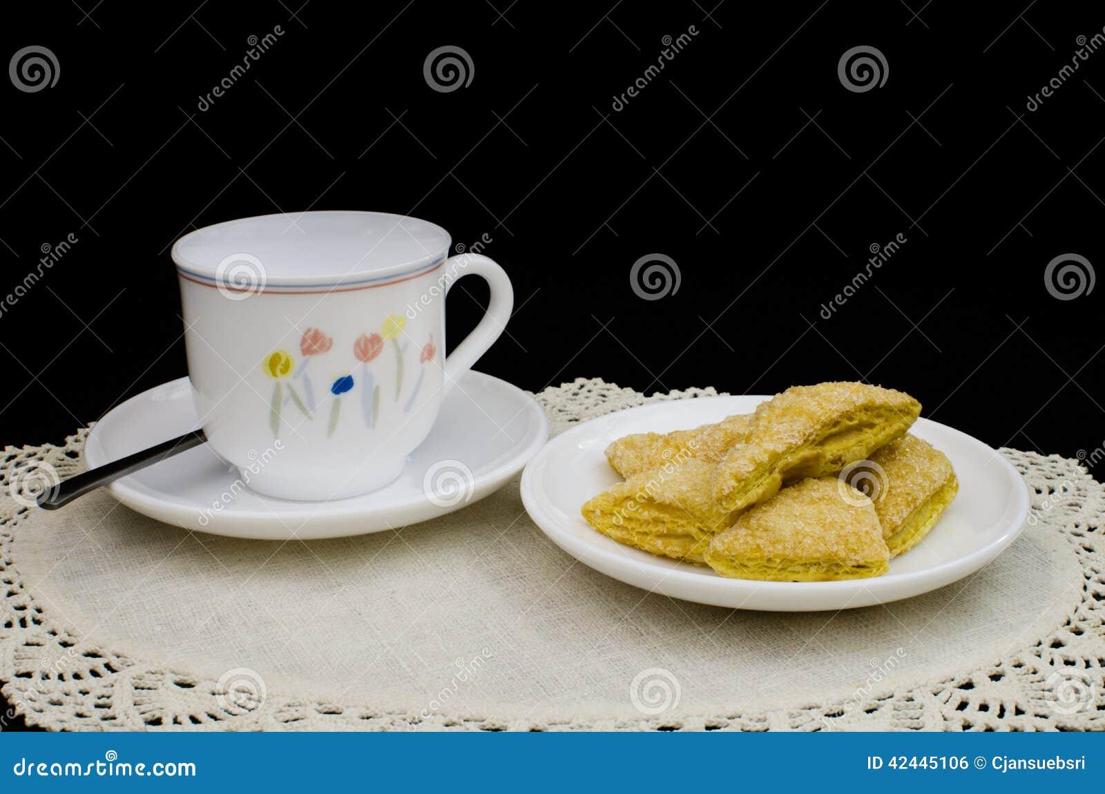 Mini soplo con una taza blanca