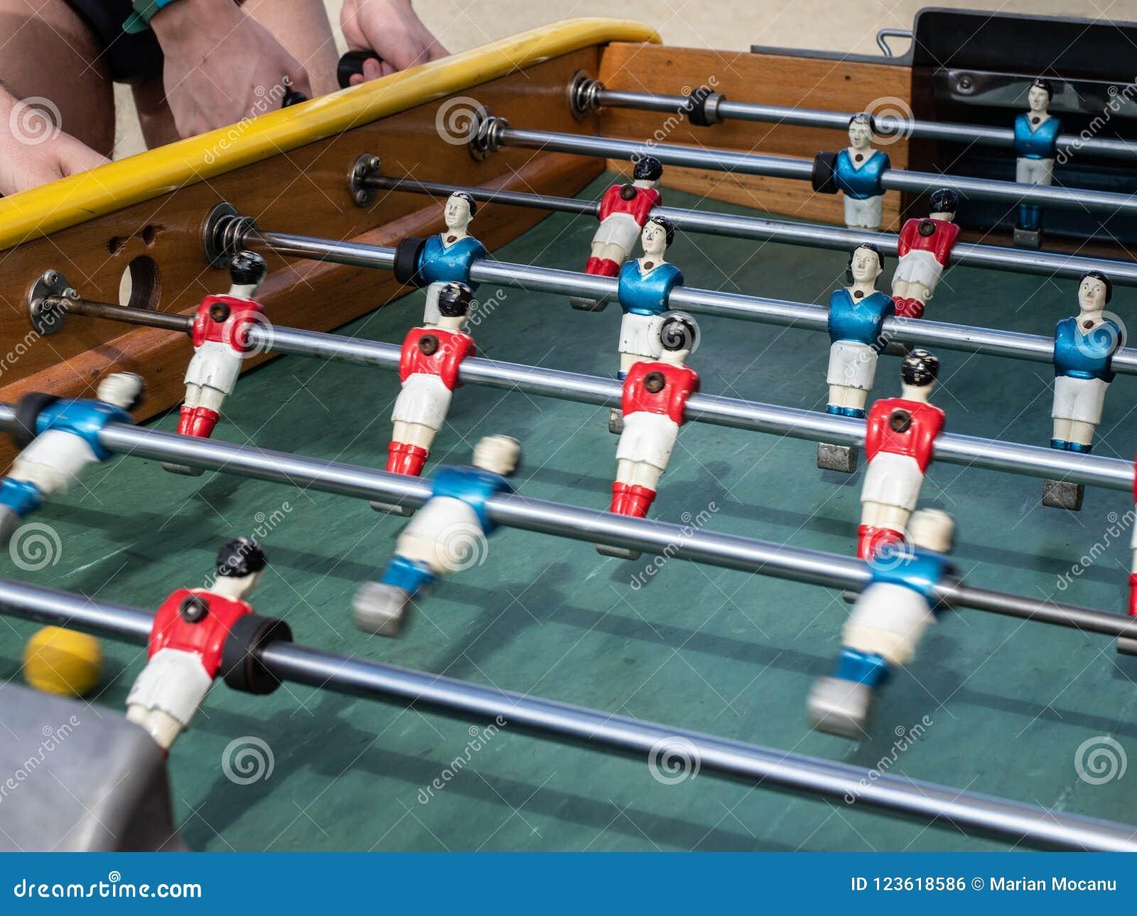 Mini table de partie de football dans la fin vers le haut de la vue
