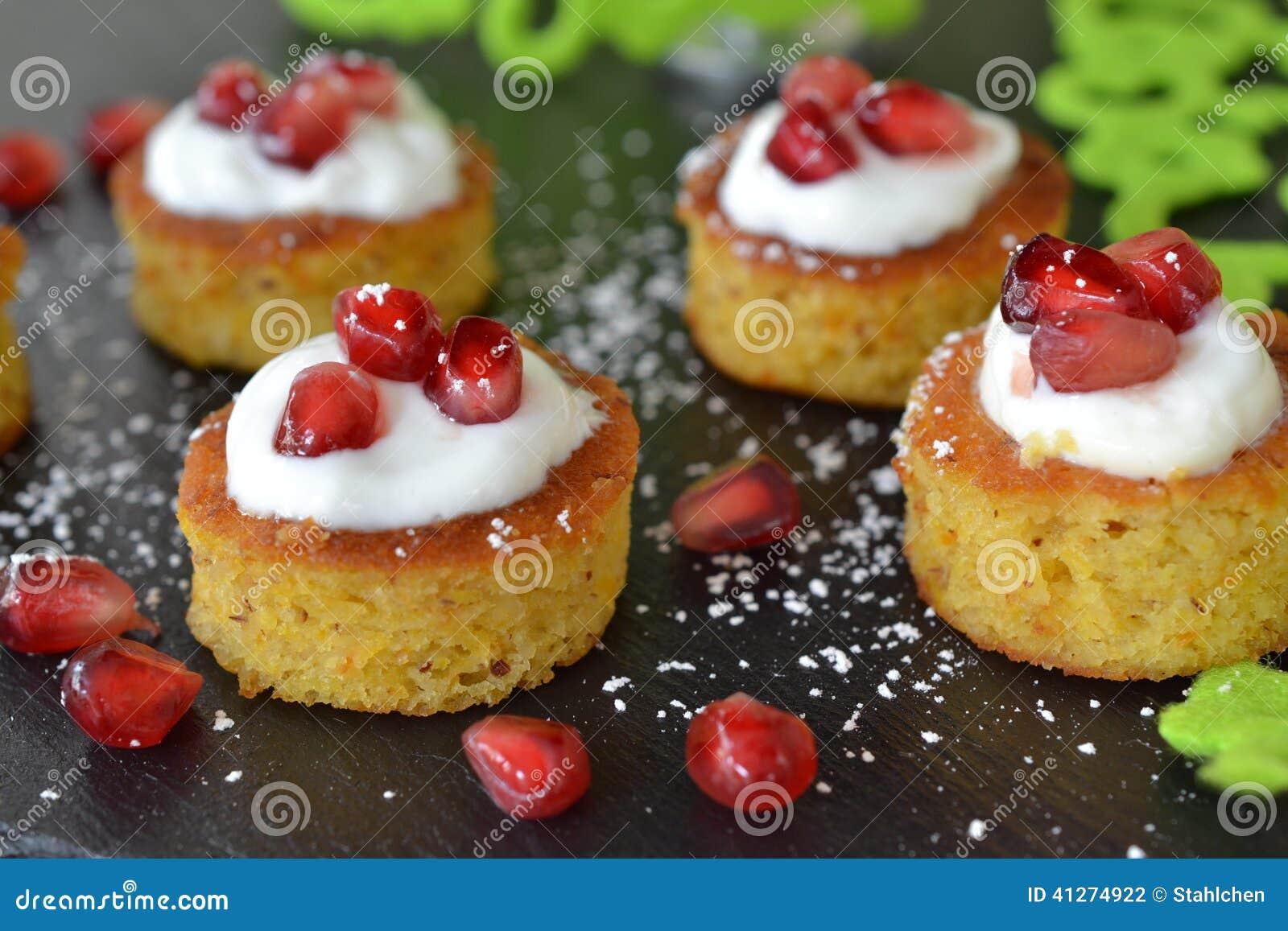 Mini torty z pomegrenate