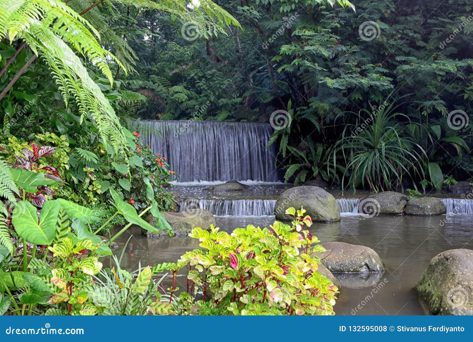 Mini Waterfall nella località di soggiorno di Imah Seniman, Lembang bandung l indonesia