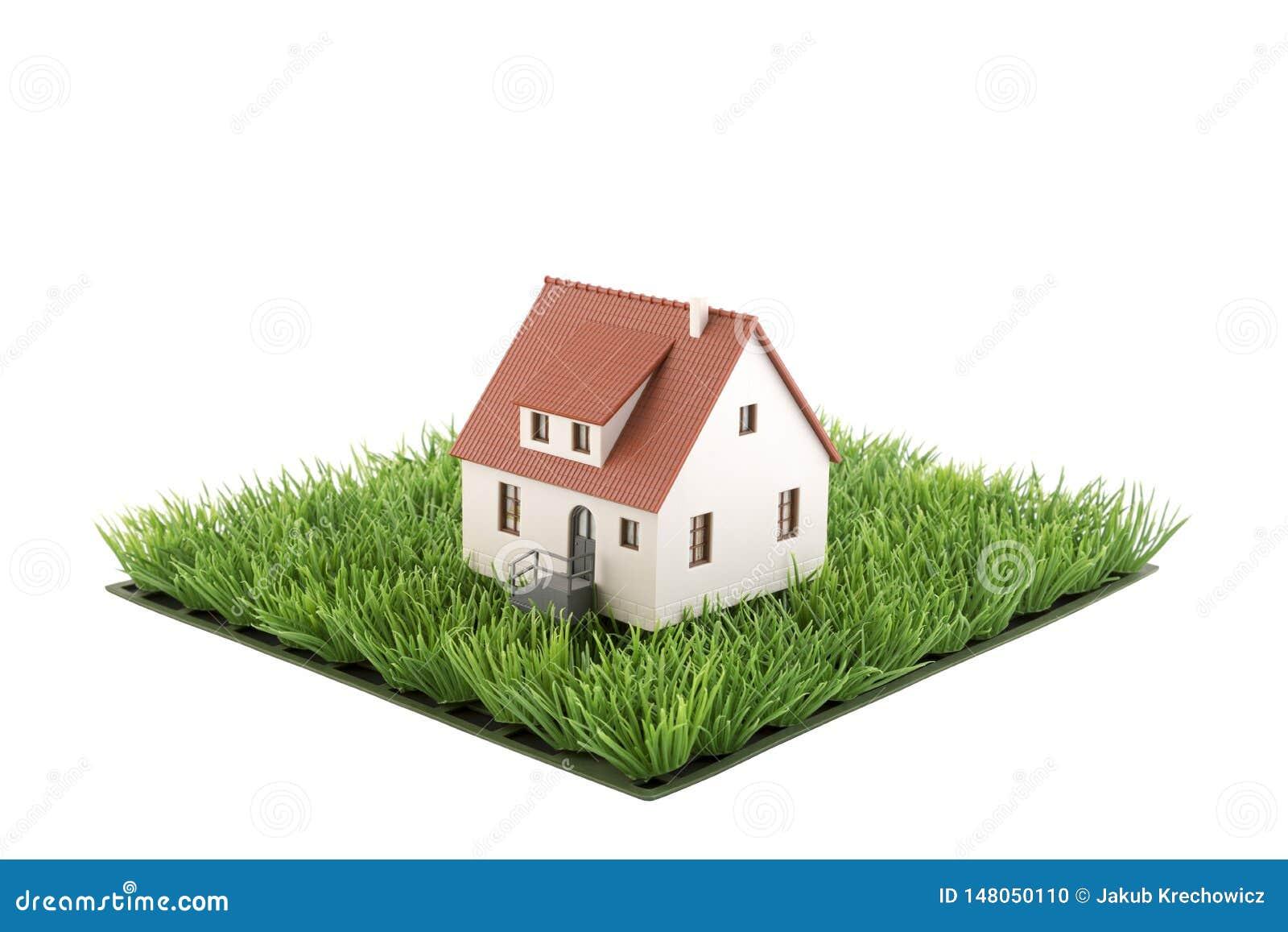 Miniatura de la casa en cuadrado del campo de hierba verde