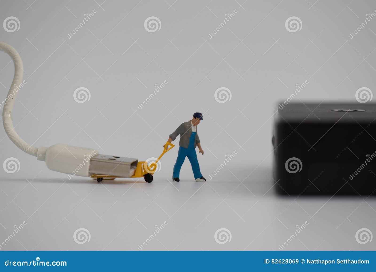 Miniatura z ładowarka kablem dla złączonego władza banka lub prymką