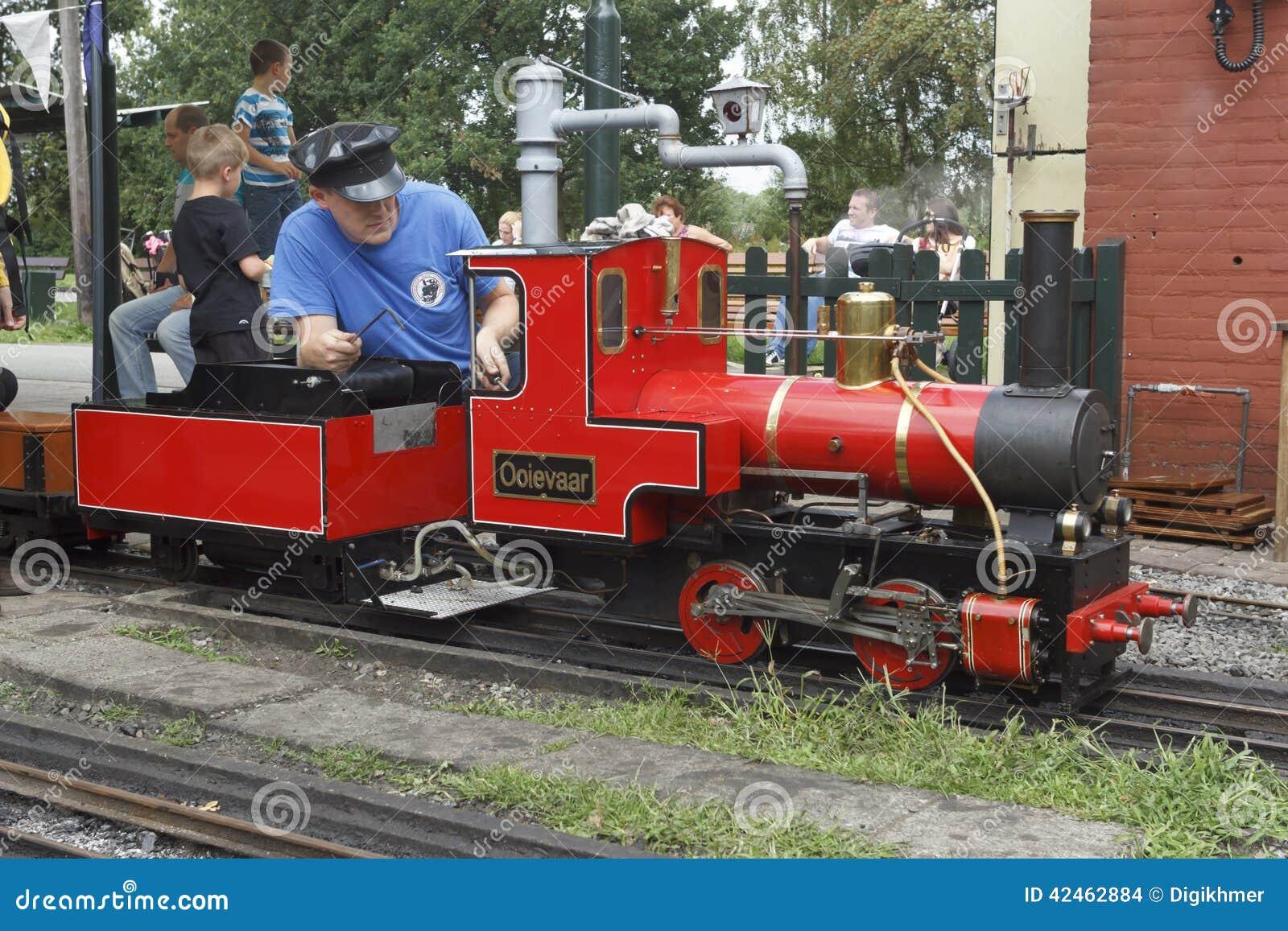 Miniaturdampf-Zug