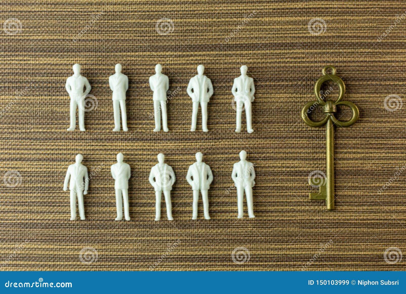 Miniature blanche de figure sur le bois pour le contenu d affaires