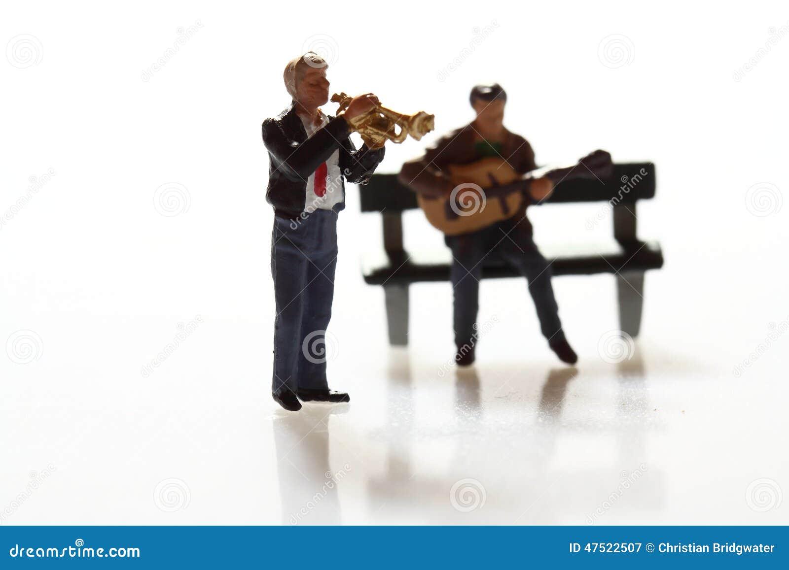 Miniature musicians A