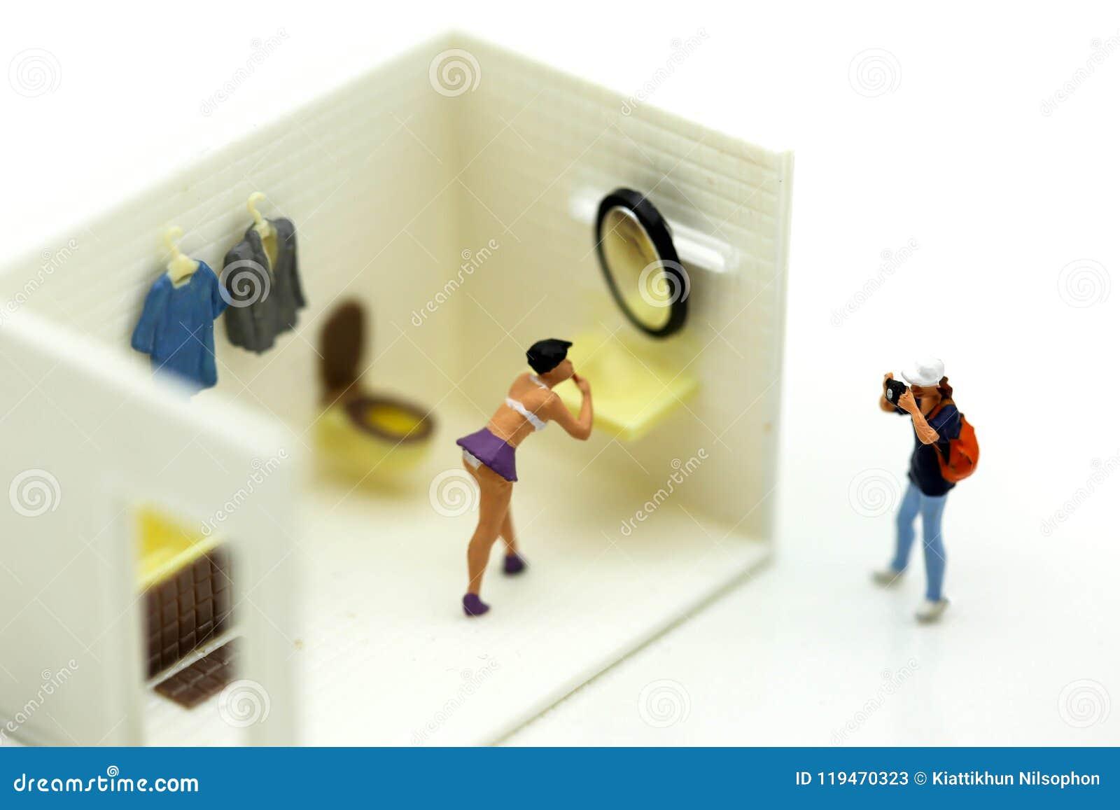 Apologise, but Women bathroom voyeur here