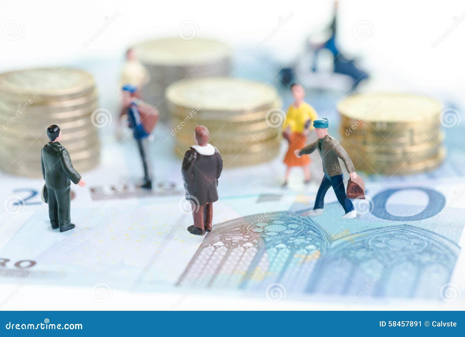 Miniaturleute auf Eurobanknoten