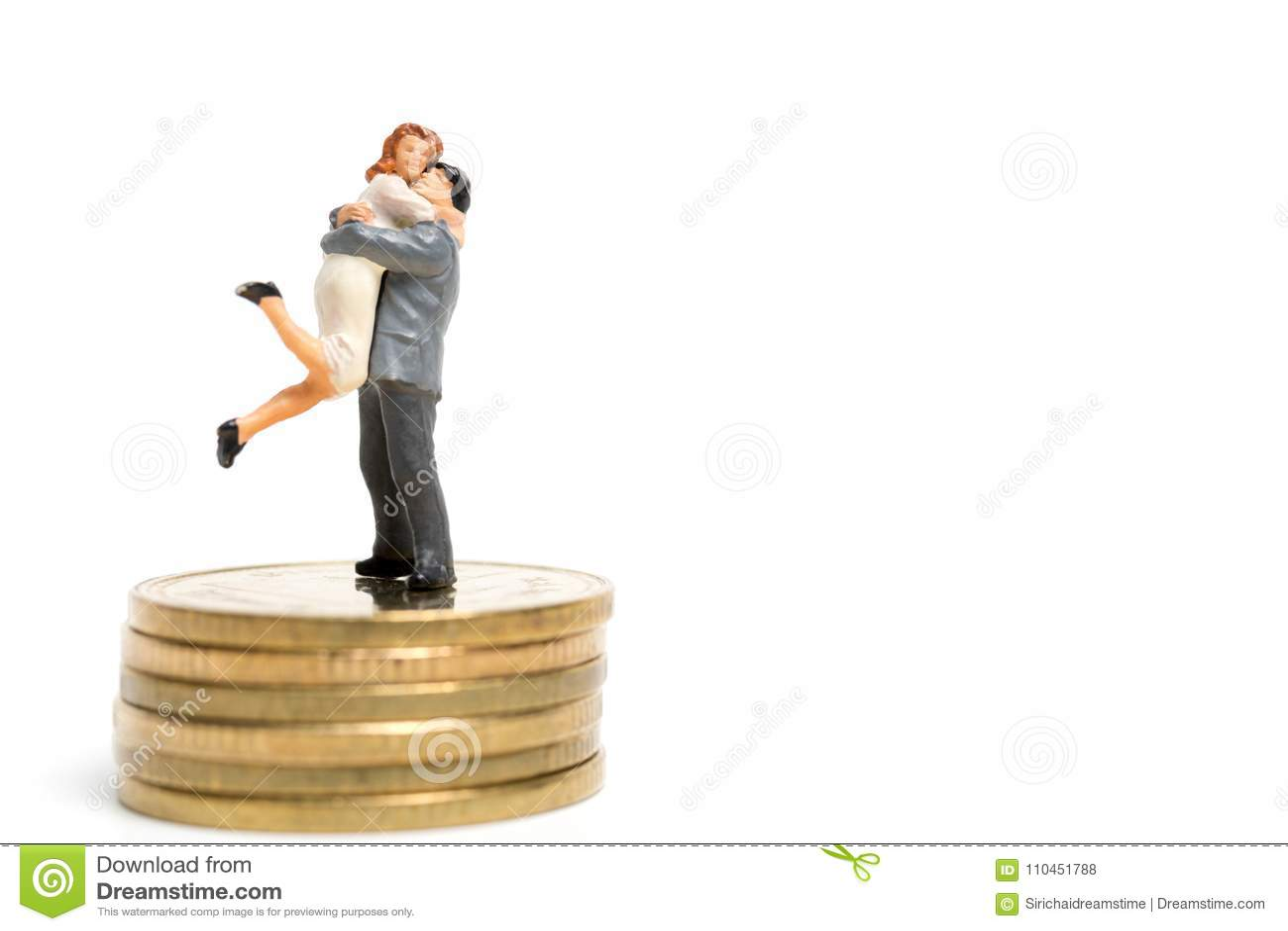 Miniatyrfolk: Par som kramar att stå på bunt av myntet