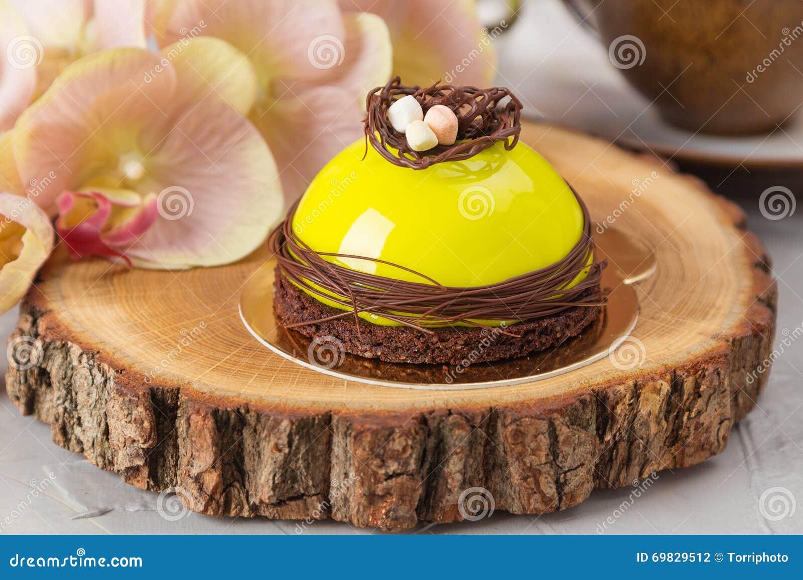 Minikremeiskuchen Mit Gruner Glasur Stockfoto Bild Von Hintergrund
